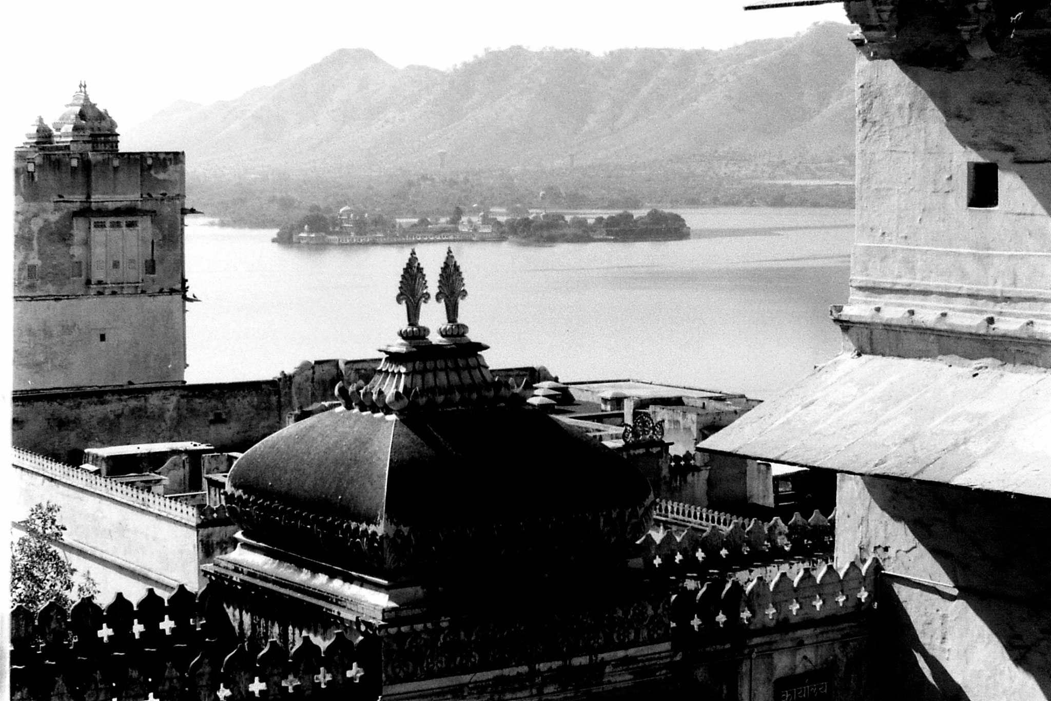 8/12/1989: 12: Udaipur, view of Jagmandir's Palace from City Palace on Lake Pichola