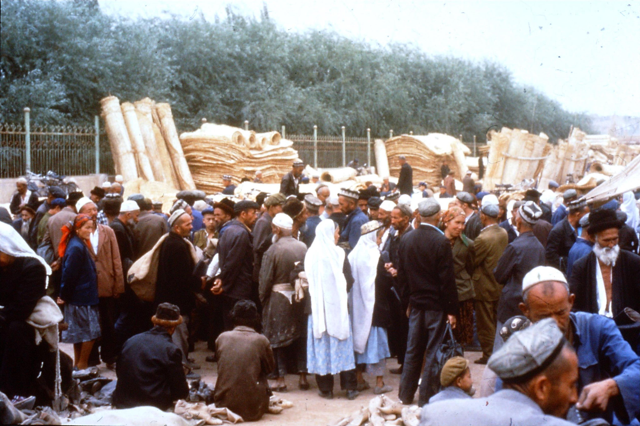10/9/1989:19: Kashgar Sunday market