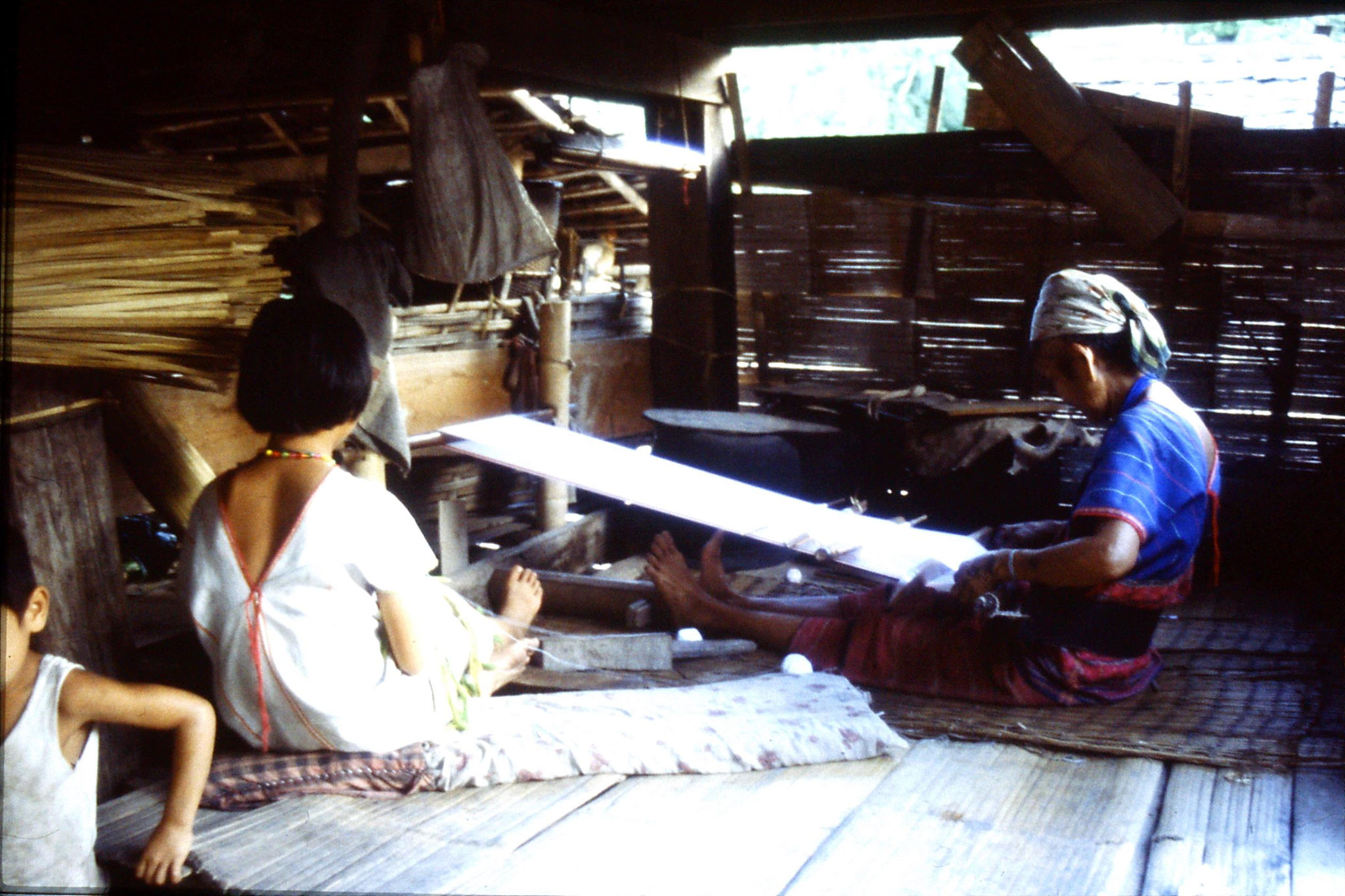 12/6/1990: 33: Trek - Hue Kom Karen village weaving
