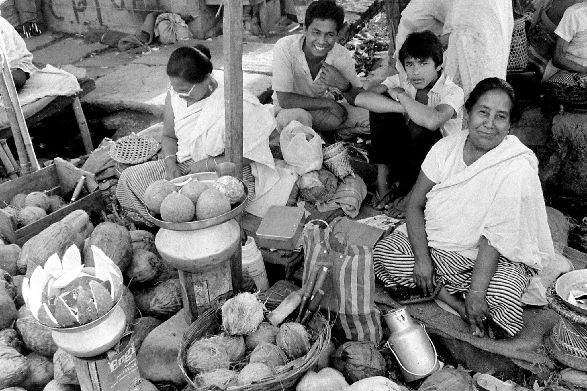 17/4/1990: 11: Imphal women's market