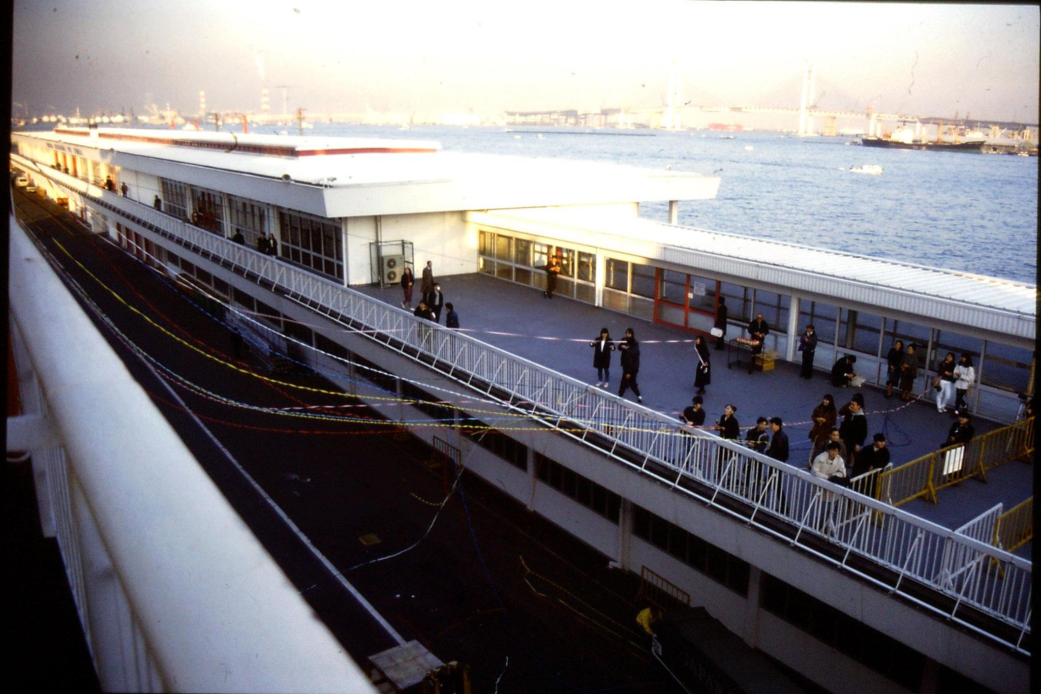6/2/1989: 22: Yokohama quay