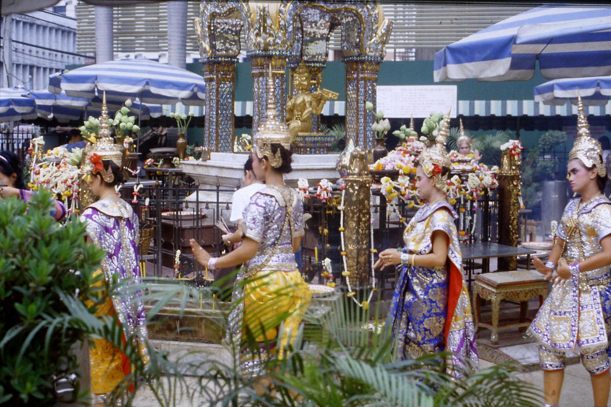 20/5/1990: 10: Bangkok Erawan Hotel shrine