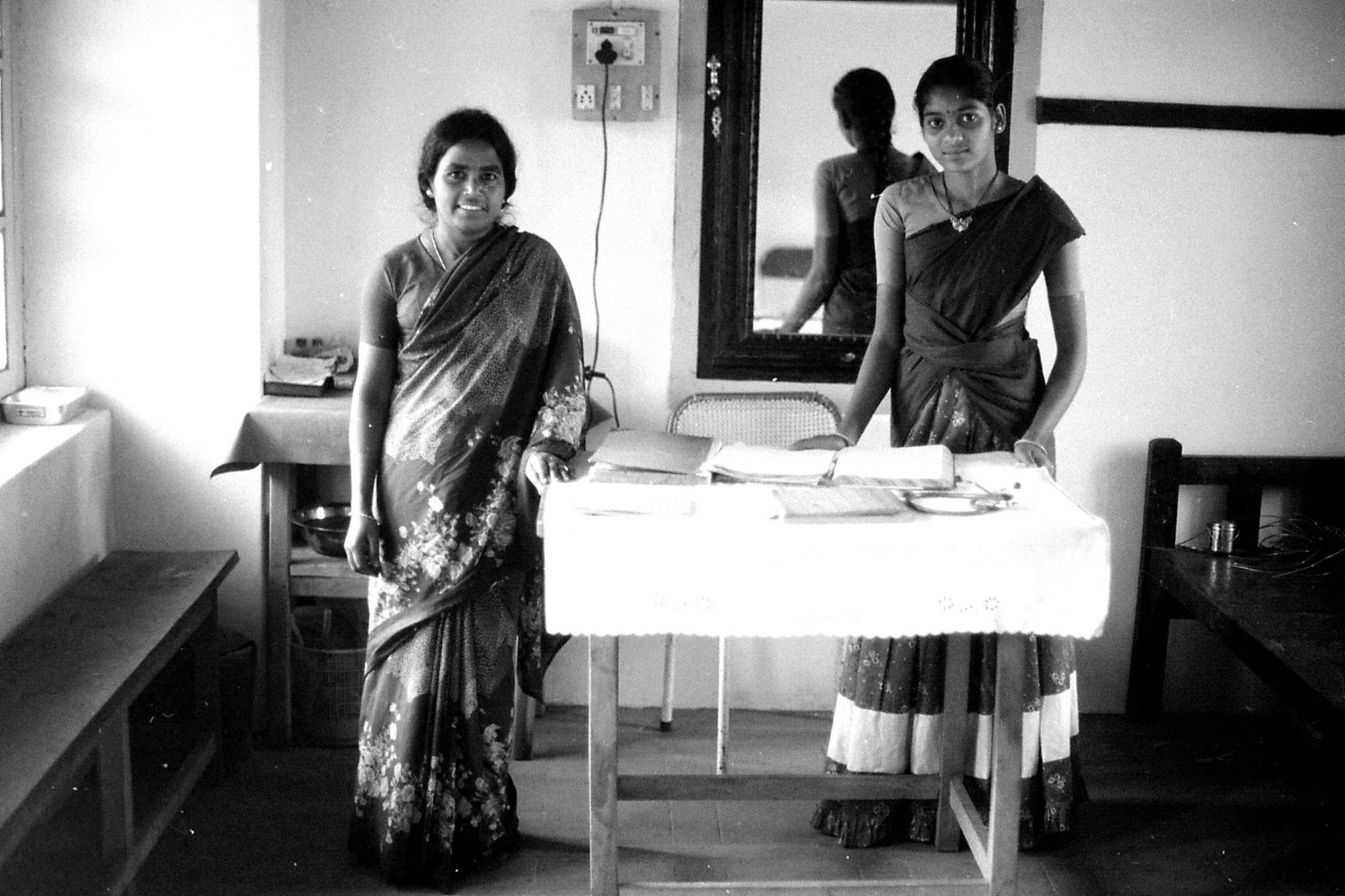 19/2/1990: 12: Vilpatti nurse and assistant