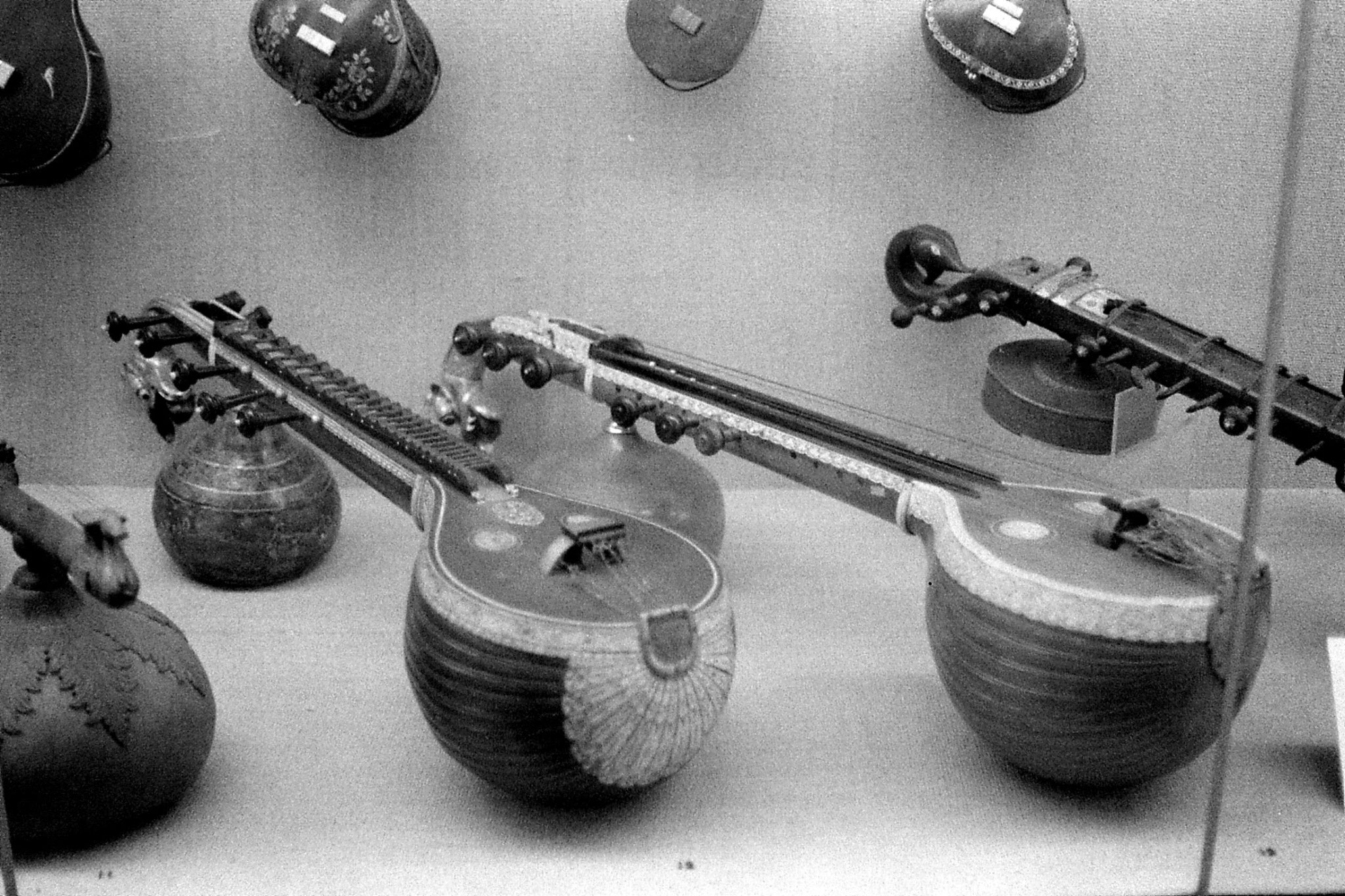26/11/1989: 28: National Museum, instruments