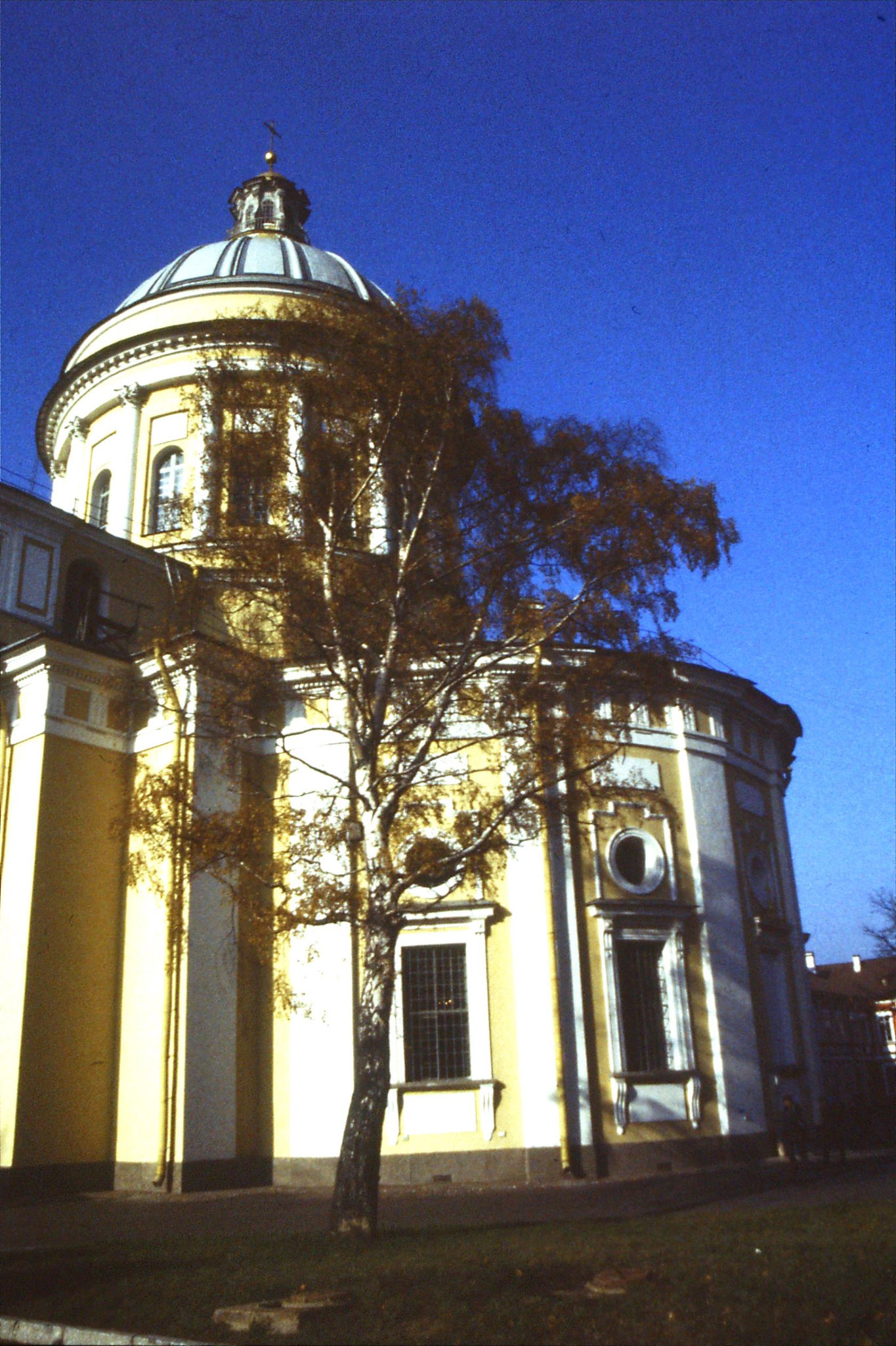 14/10/1988: 32: Monastery cathedral