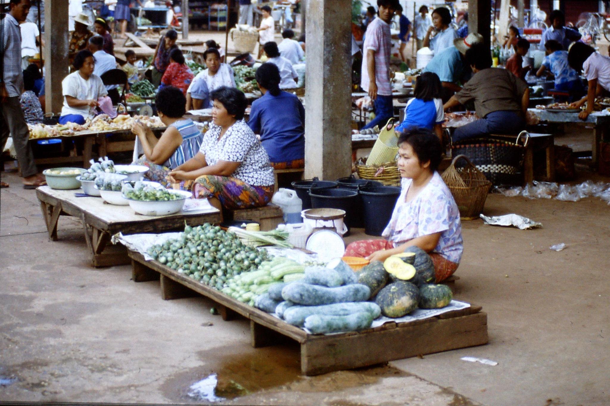 30/5/1990: 31: Nong Khai market