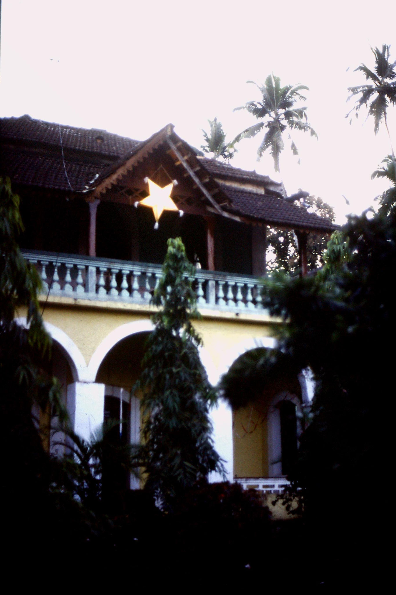 4/1/1990: 31: Goa Candolim Xmas decoration next door