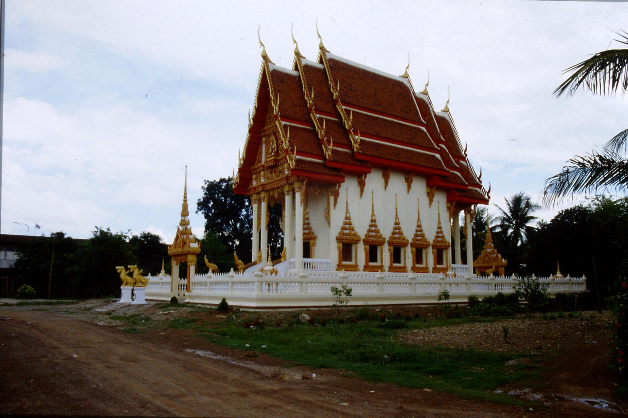 30/5/1990: 28: Nong Khai temple
