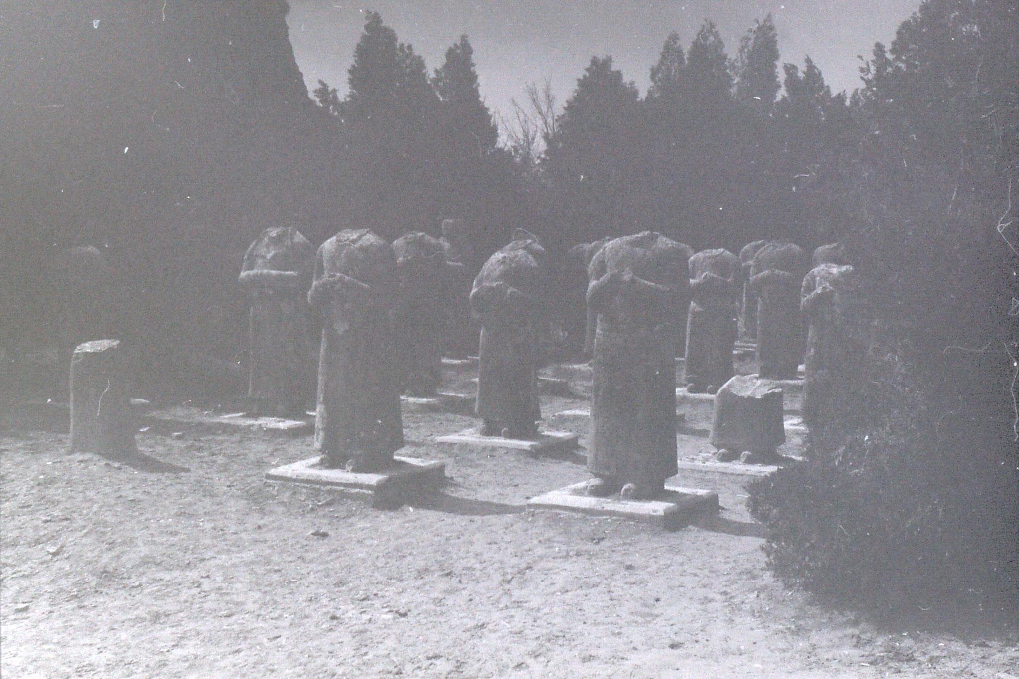 7/3/1989: 24: Xianyang 32 headless statues