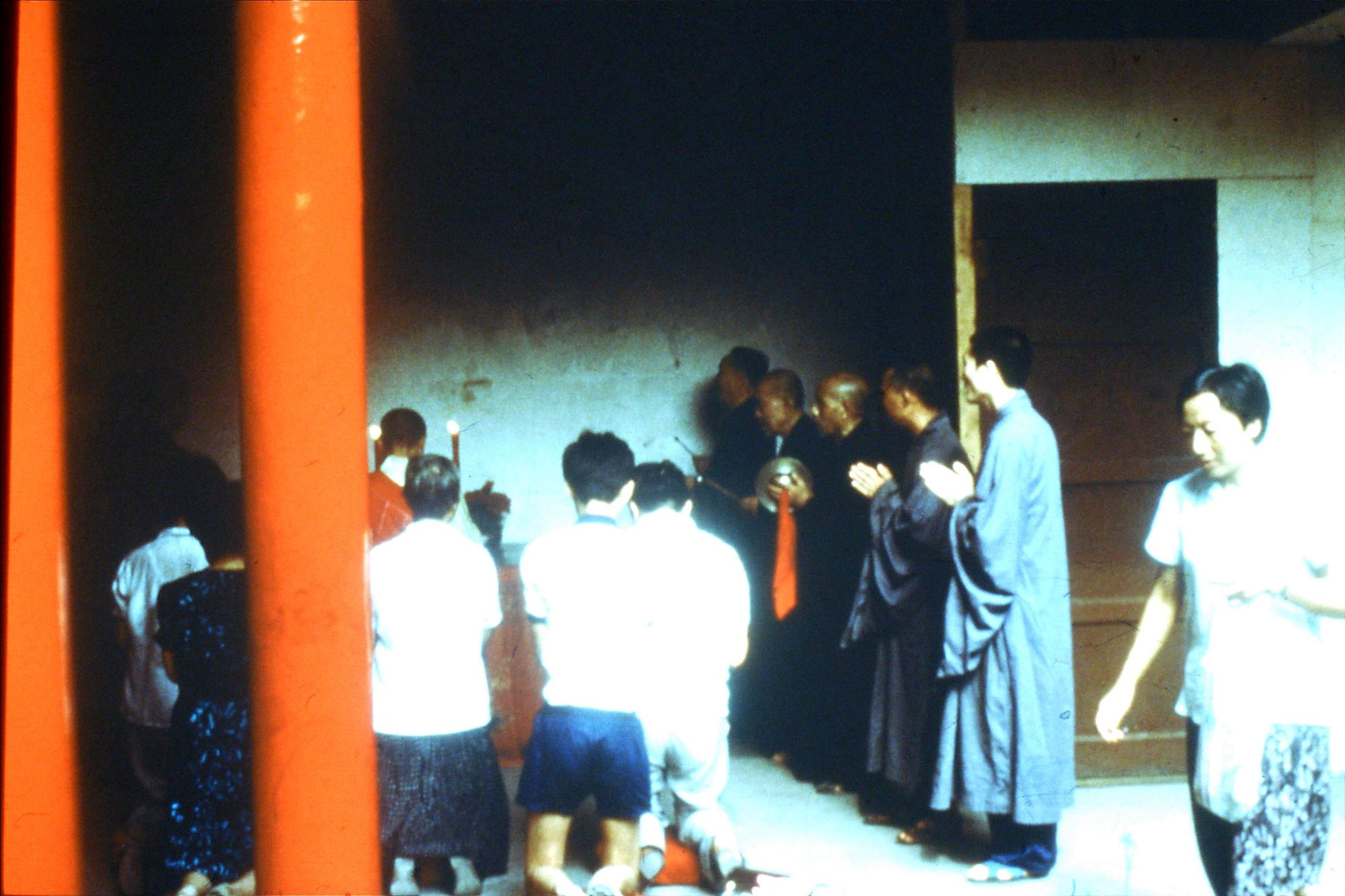 24/7/1989: 14: Putuo, monks saying private prayers for two women