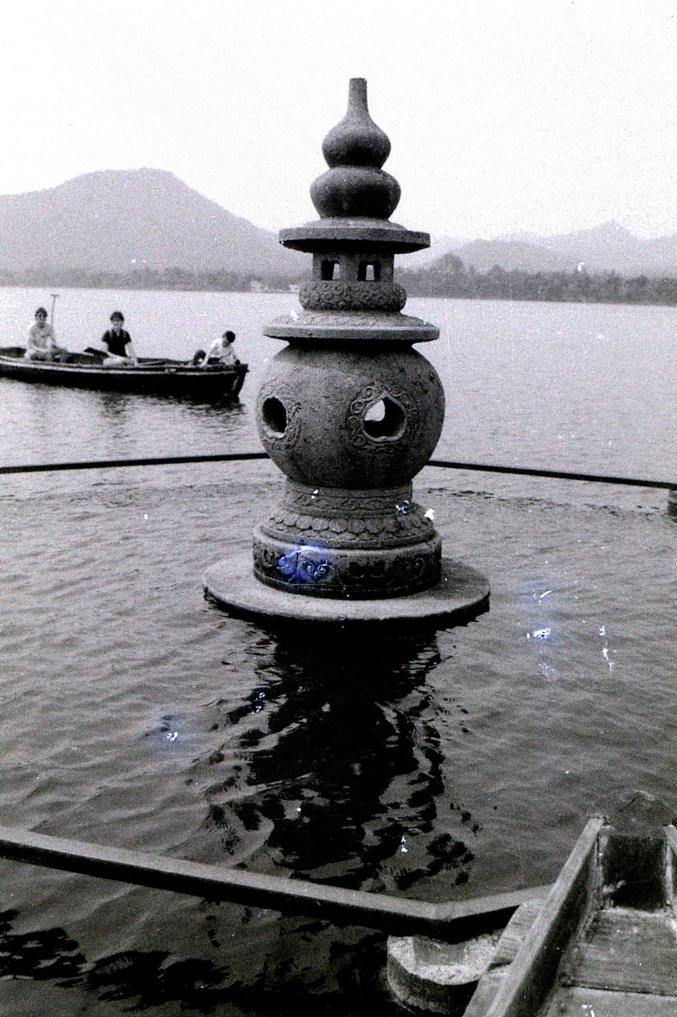 19/6/1989: 35: group visit to West Lake