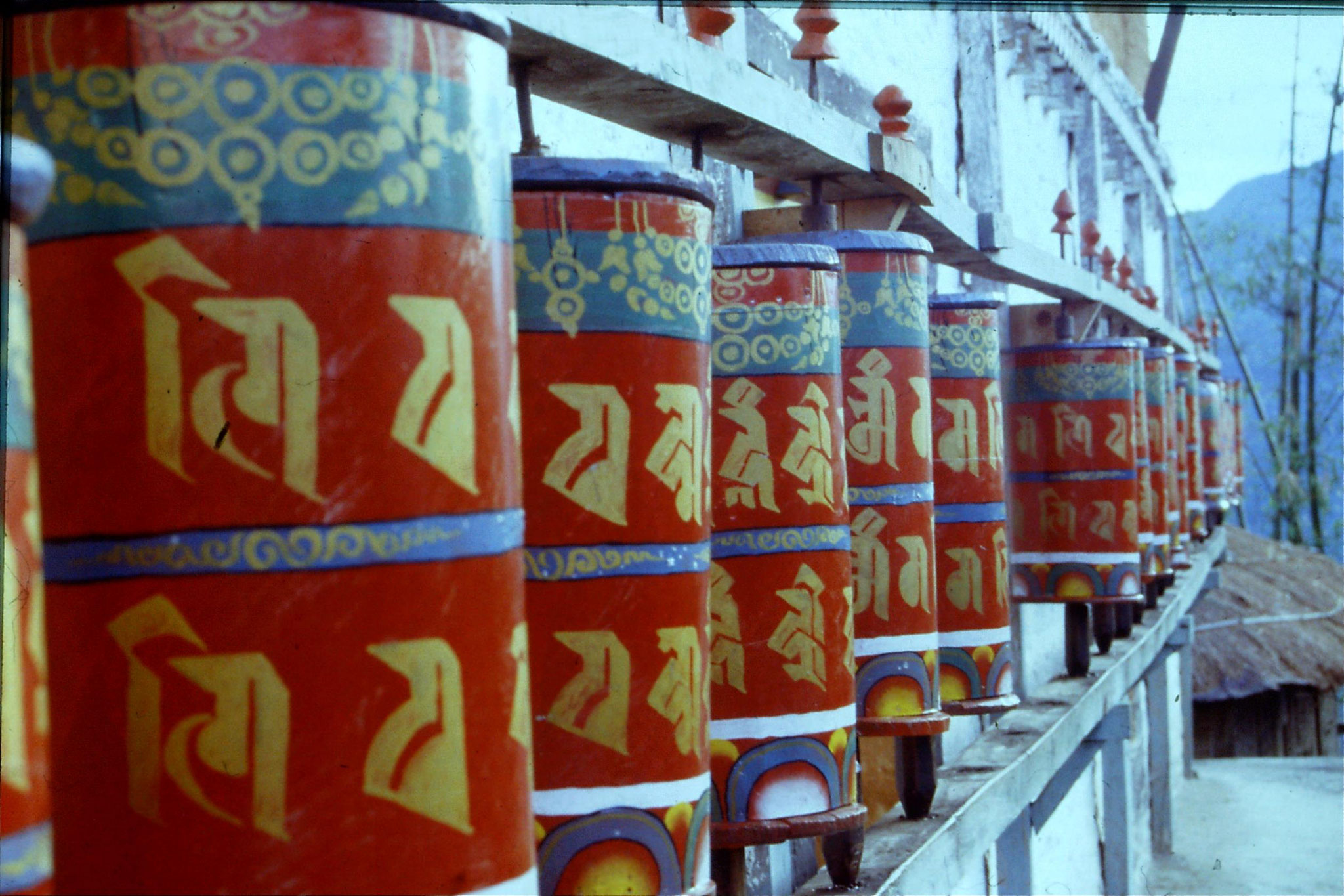115/37: 29/4/1990 Tashiding - prayer wheels