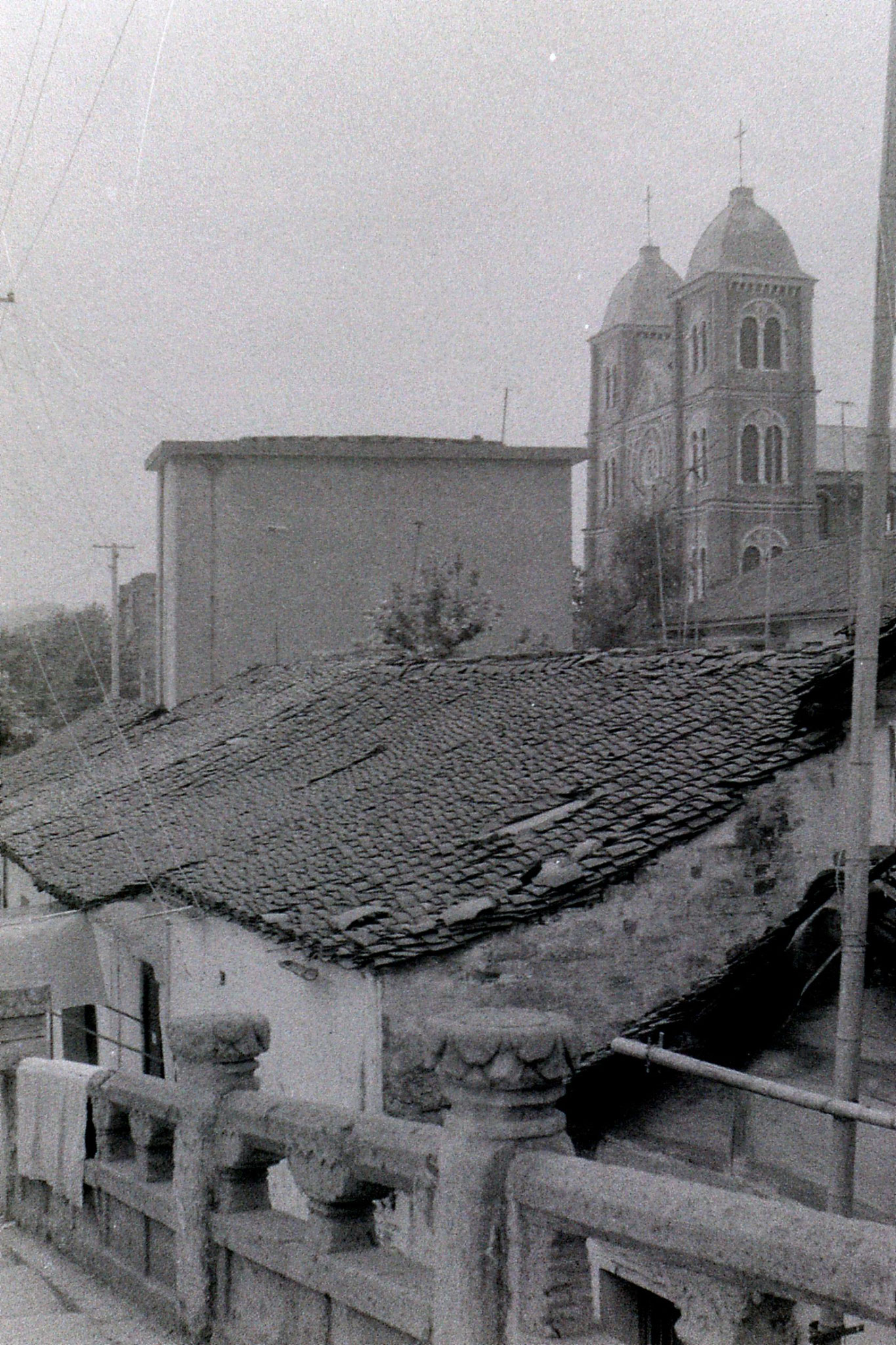 26/6/1989: 4: Shaoxing, church near bridge used as school