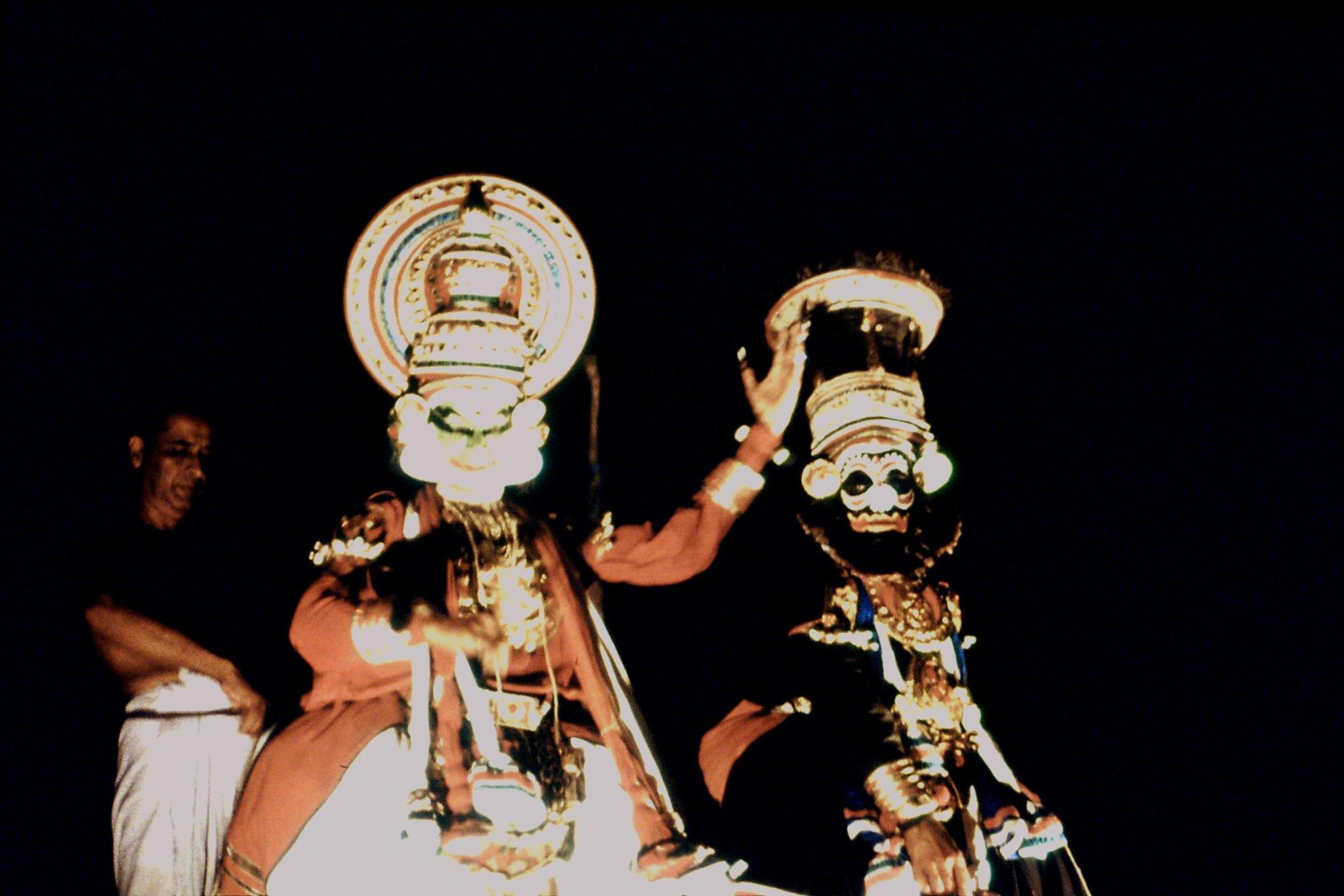 106/24: 24/2/1990 Erkunaculum - See India Foundation - Kathakali Dance