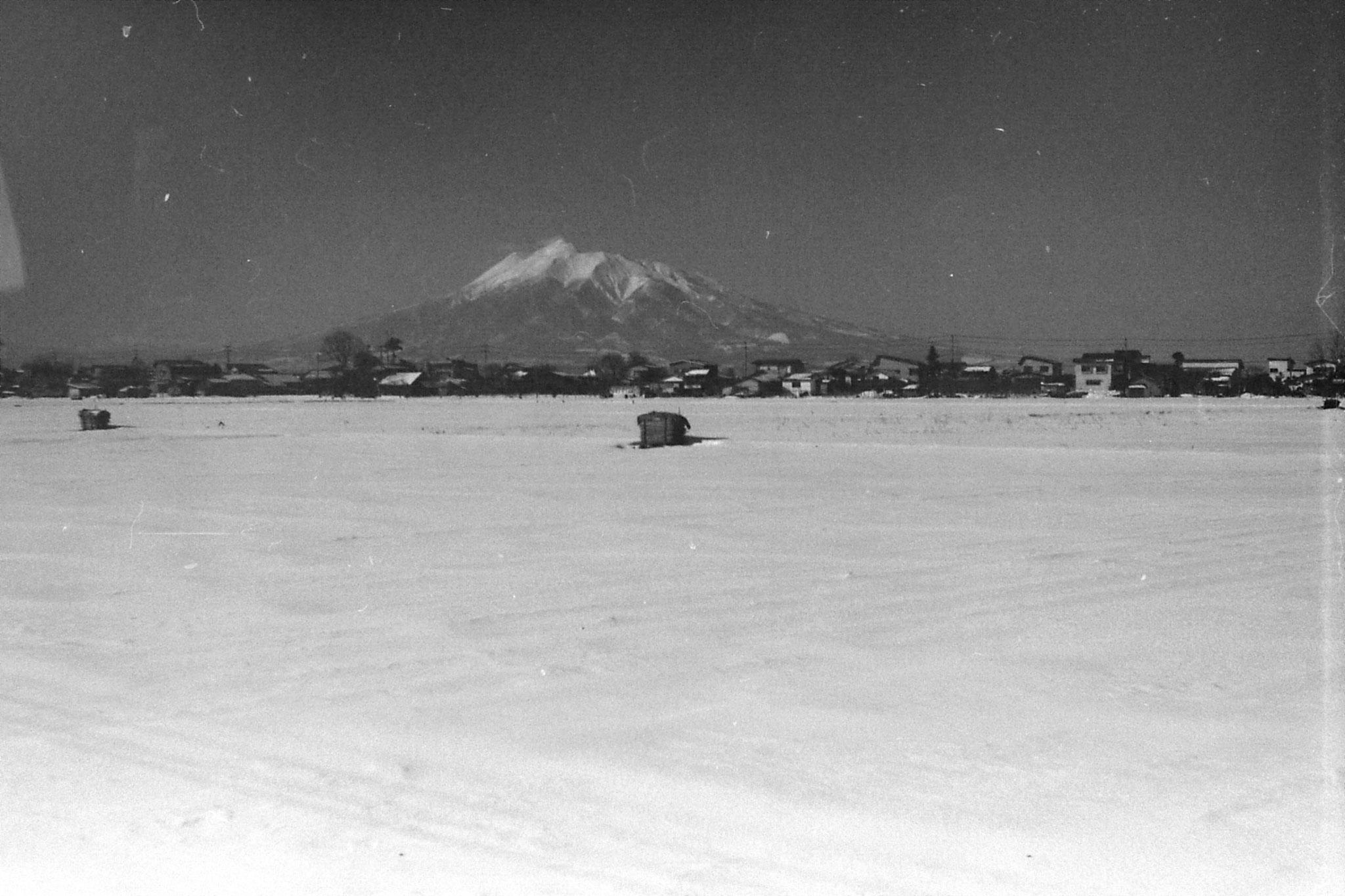 16/1/1989: 0: mountain west of Aomori nr Hirosaki at 10.25 am