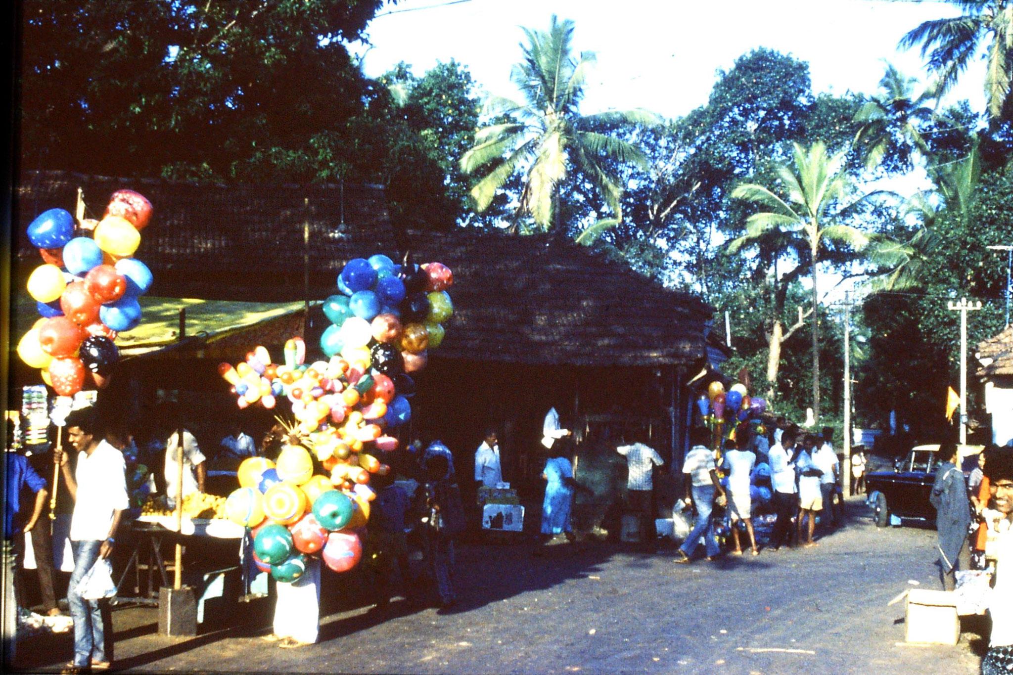 31/12/1989:2: Goa Siolim church and market on festival day