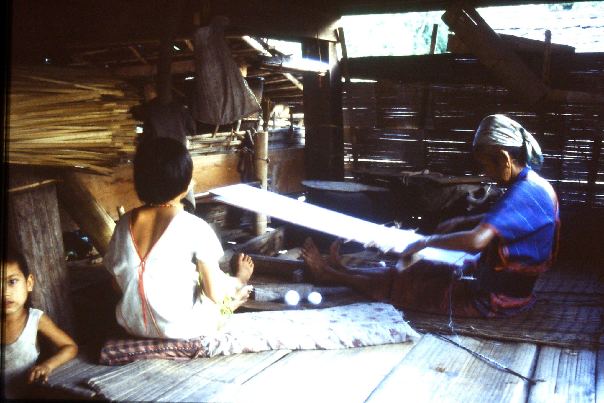 12/6/1990: 34: Trek - Hue Kom Karen village weaving