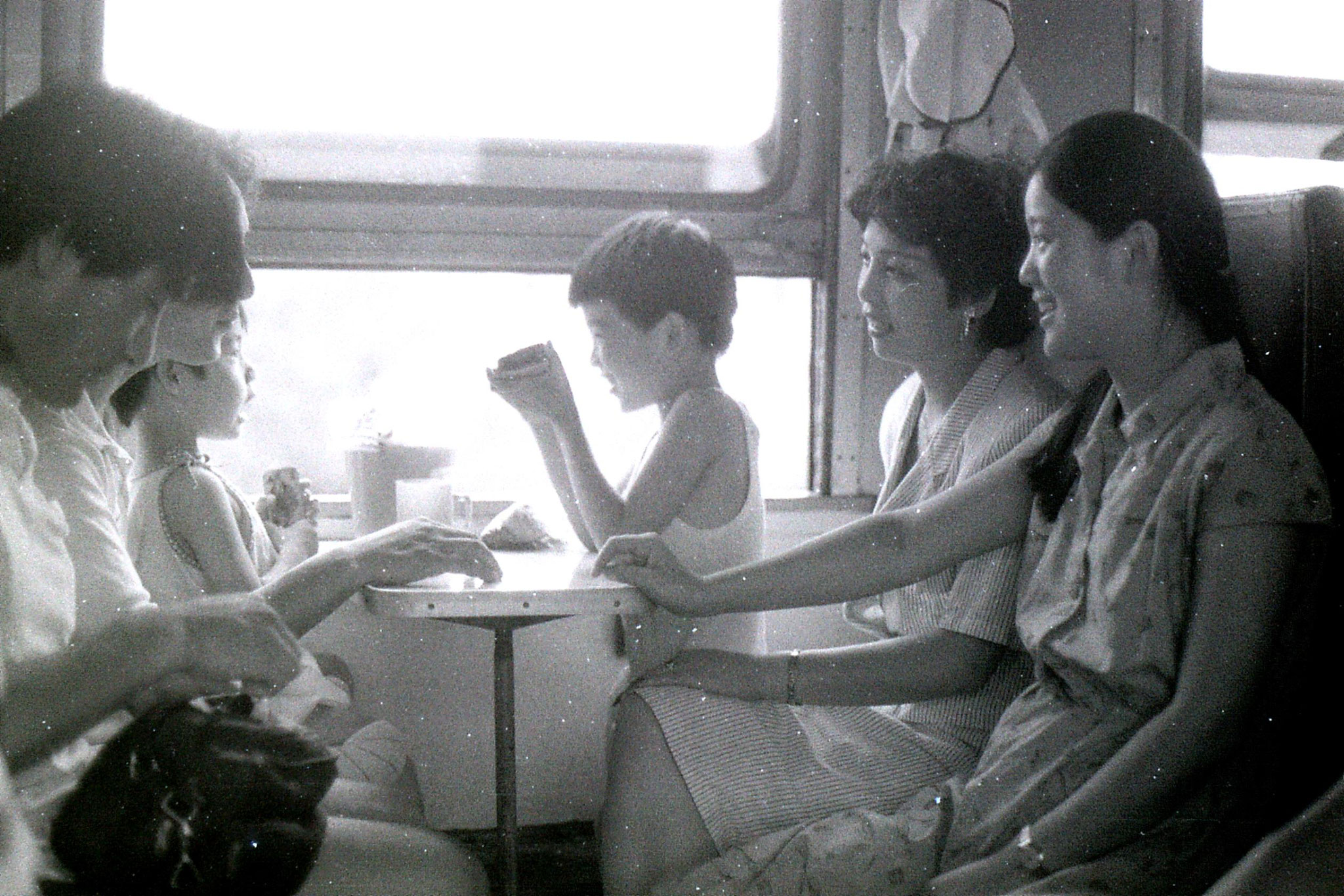 23/7/1989: 20: 2 families on train to Ningbo
