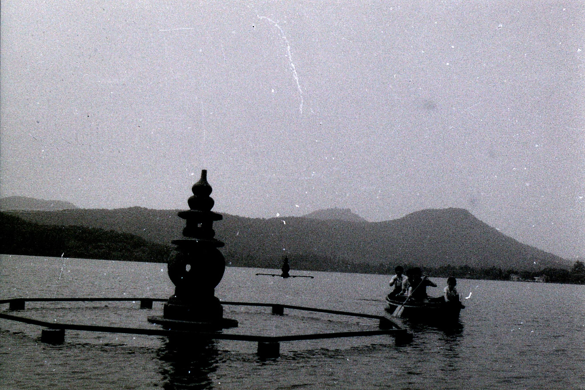 19/6/1989: 36: group visit to West Lake