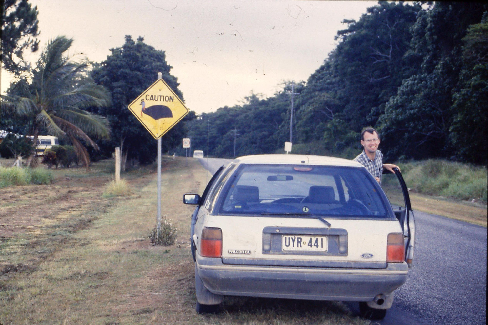 30/10/1990: 31: Mission Beach, cassowary warning sign