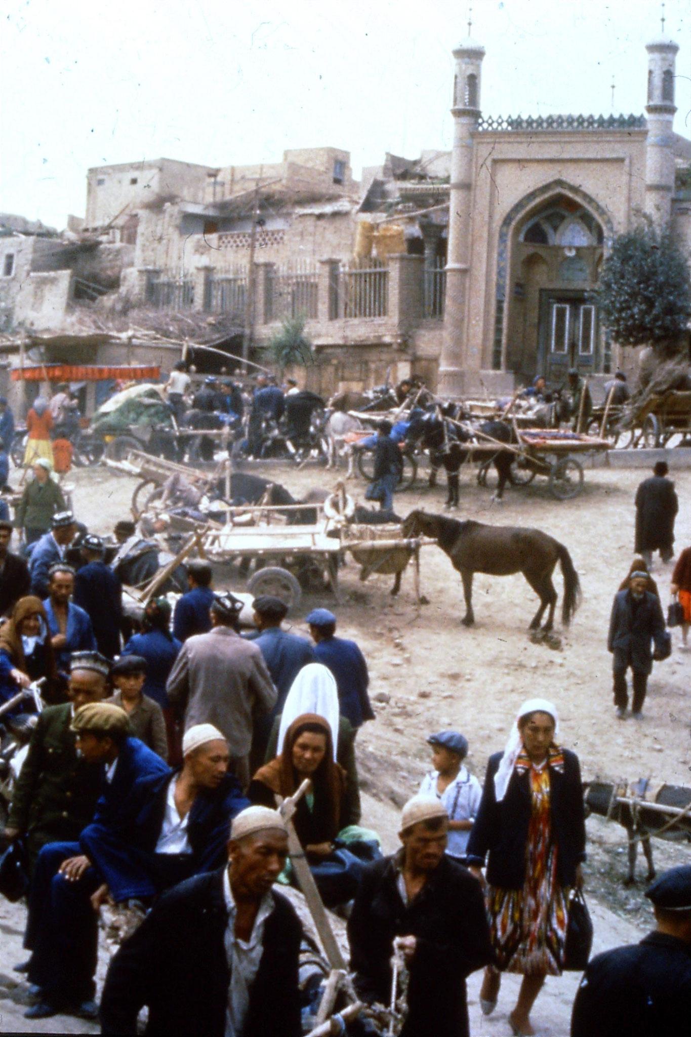 10/9/1989:24: Kashgar Sunday market
