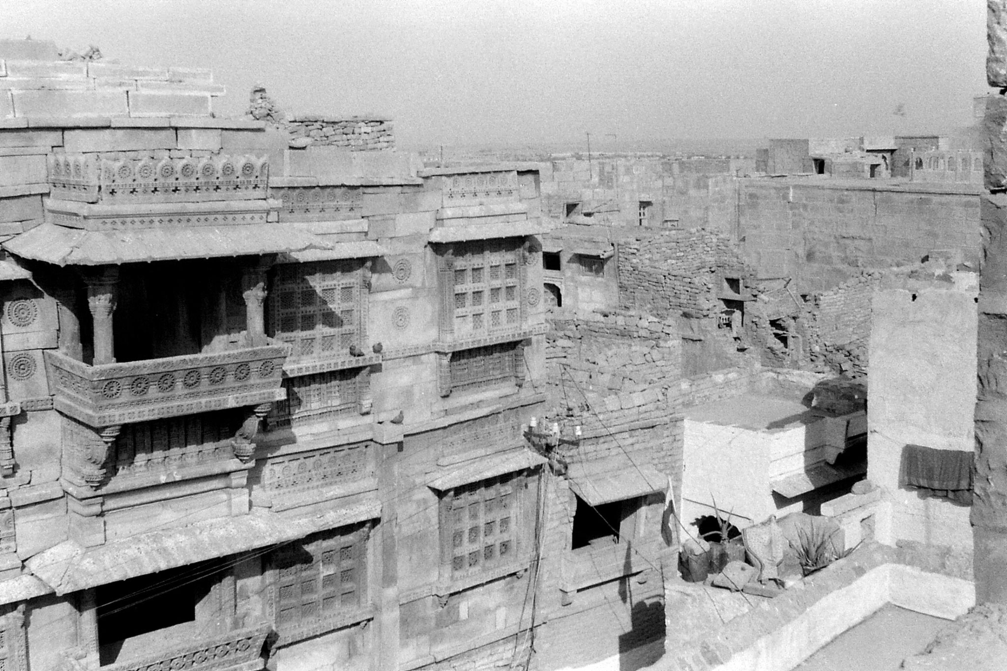 2/12/1989: 7: Jaisalmer from our hotel looking NW