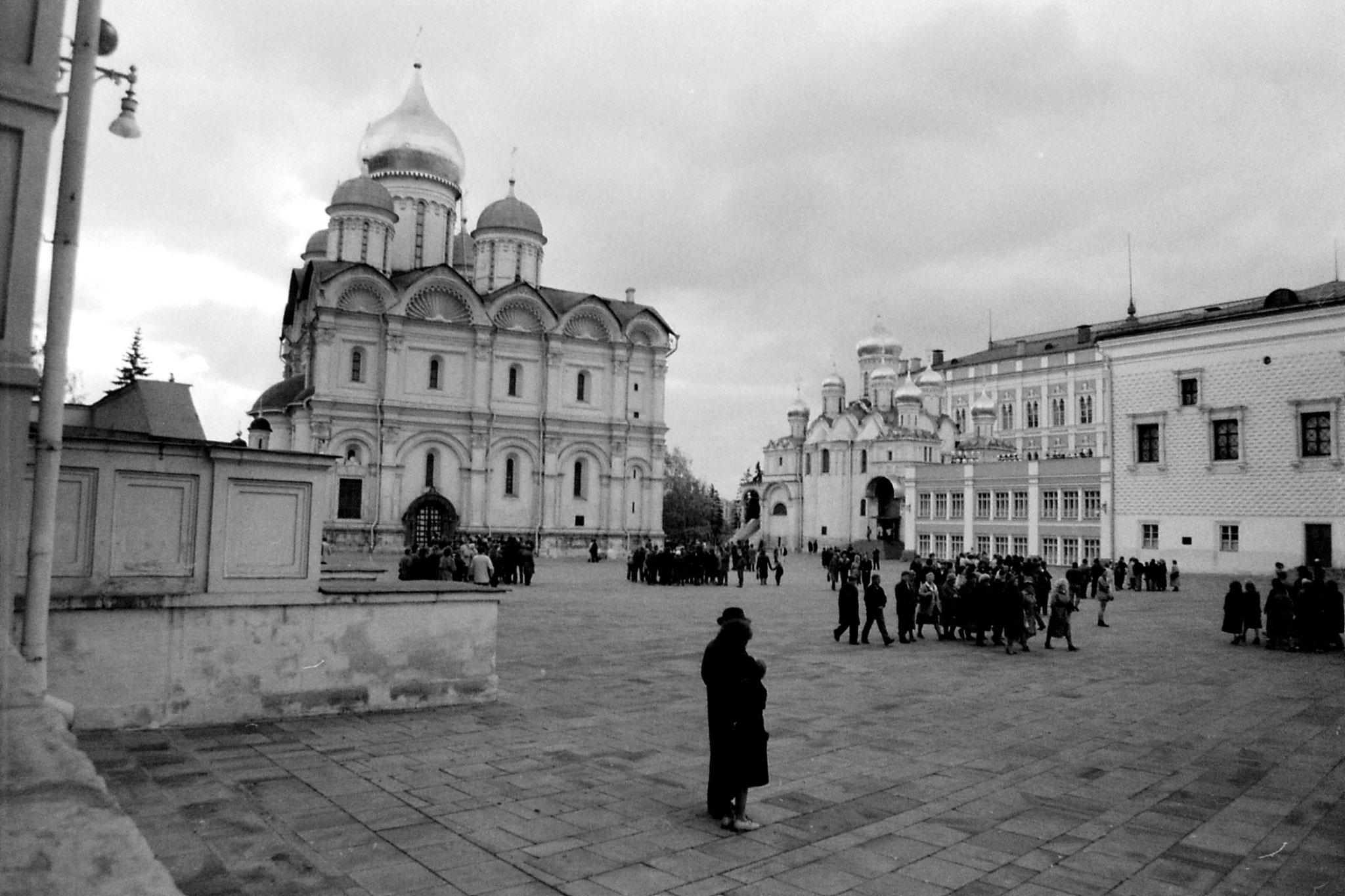17/10/1988: 32: Kremlin cathedral square