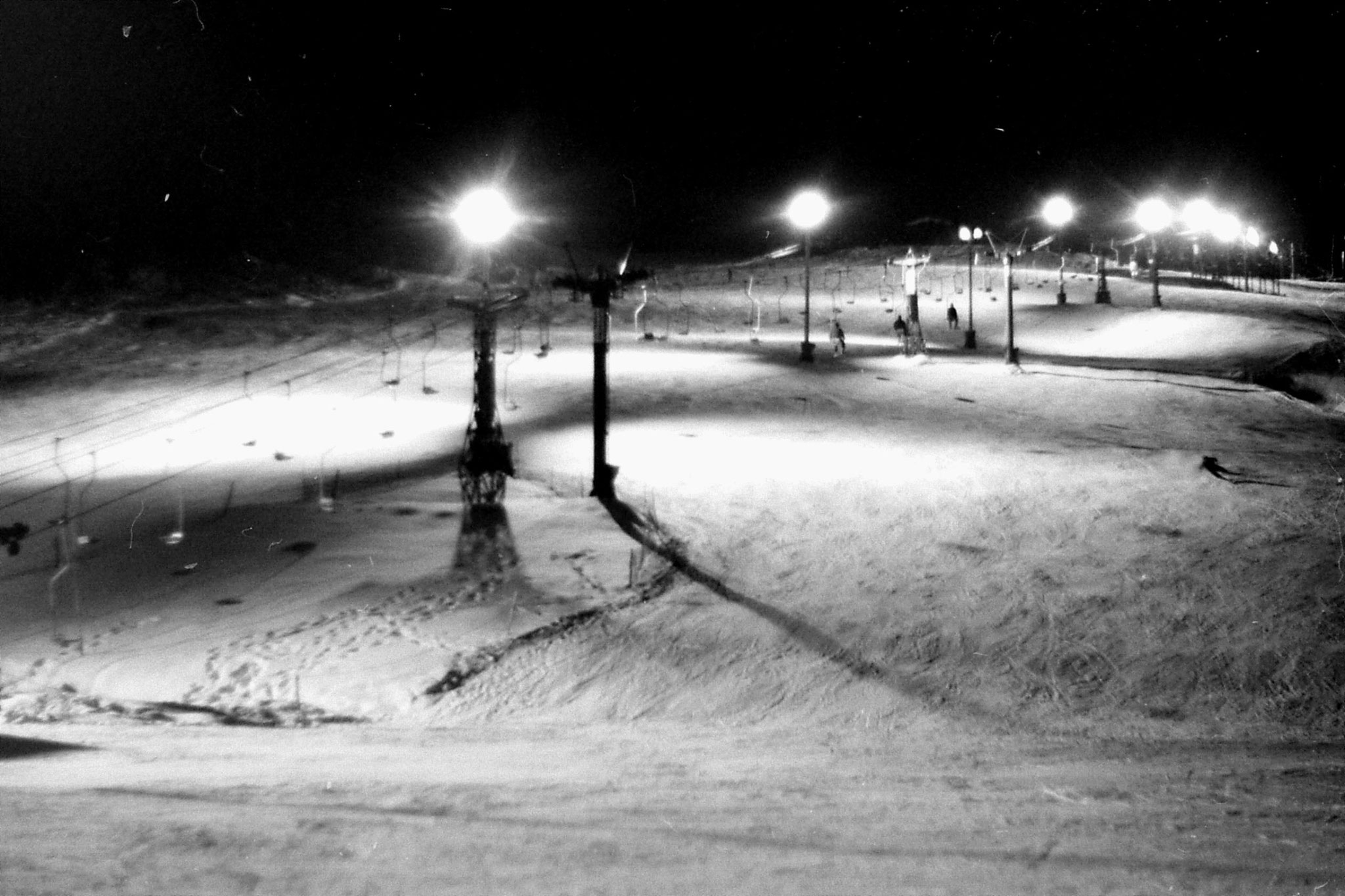 11/1/1989: 0: Floodlit ski slope outside hostel at Asahigawa