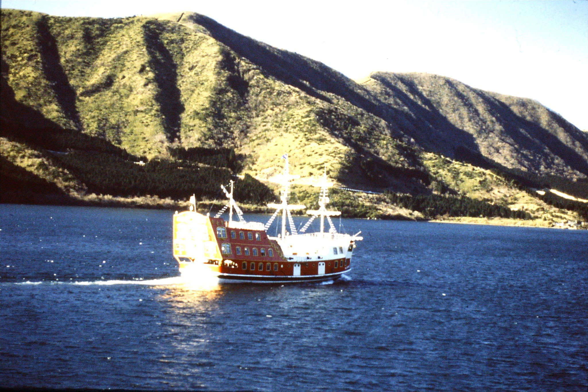 28/1/1989: 28: galleon on Lake Ashinoko