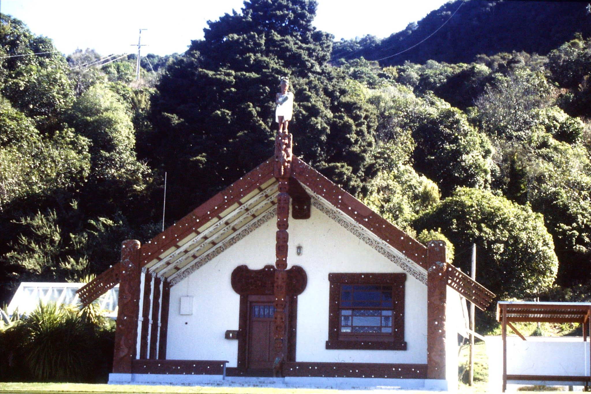30/8/1990: 13: Maori meeting hall at Waihi near Turangi