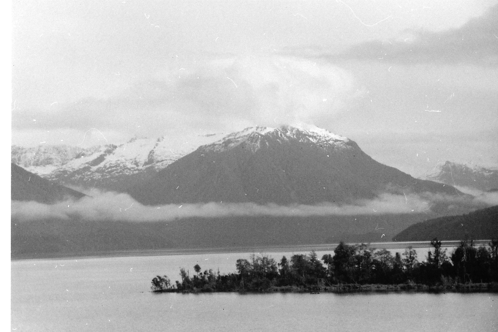 14/8/1990: 12: Murchison Mts from Te Anau across Te Anau Lake