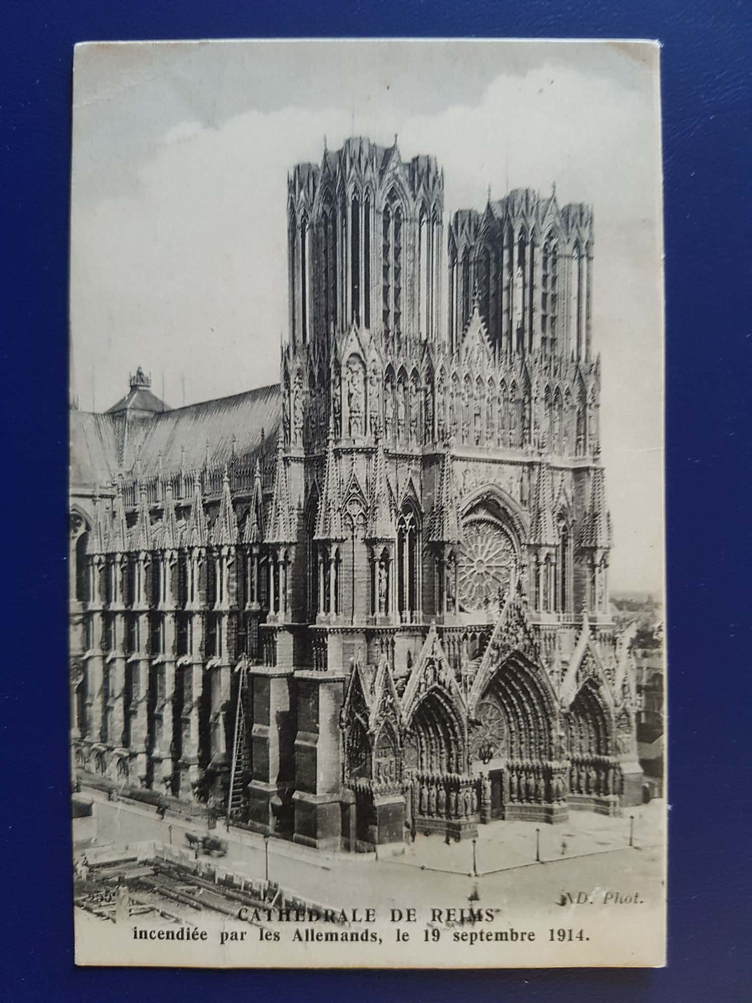 41: Cathedrale de Reims incendiee par les Allemands, le 19 Septembre 1914