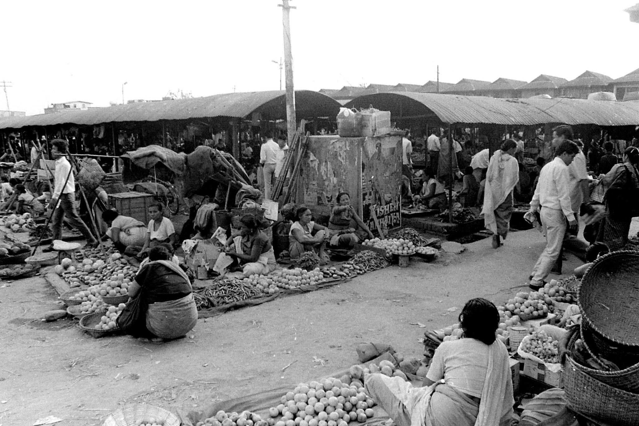 17/4/1990: 12: Imphal women's market
