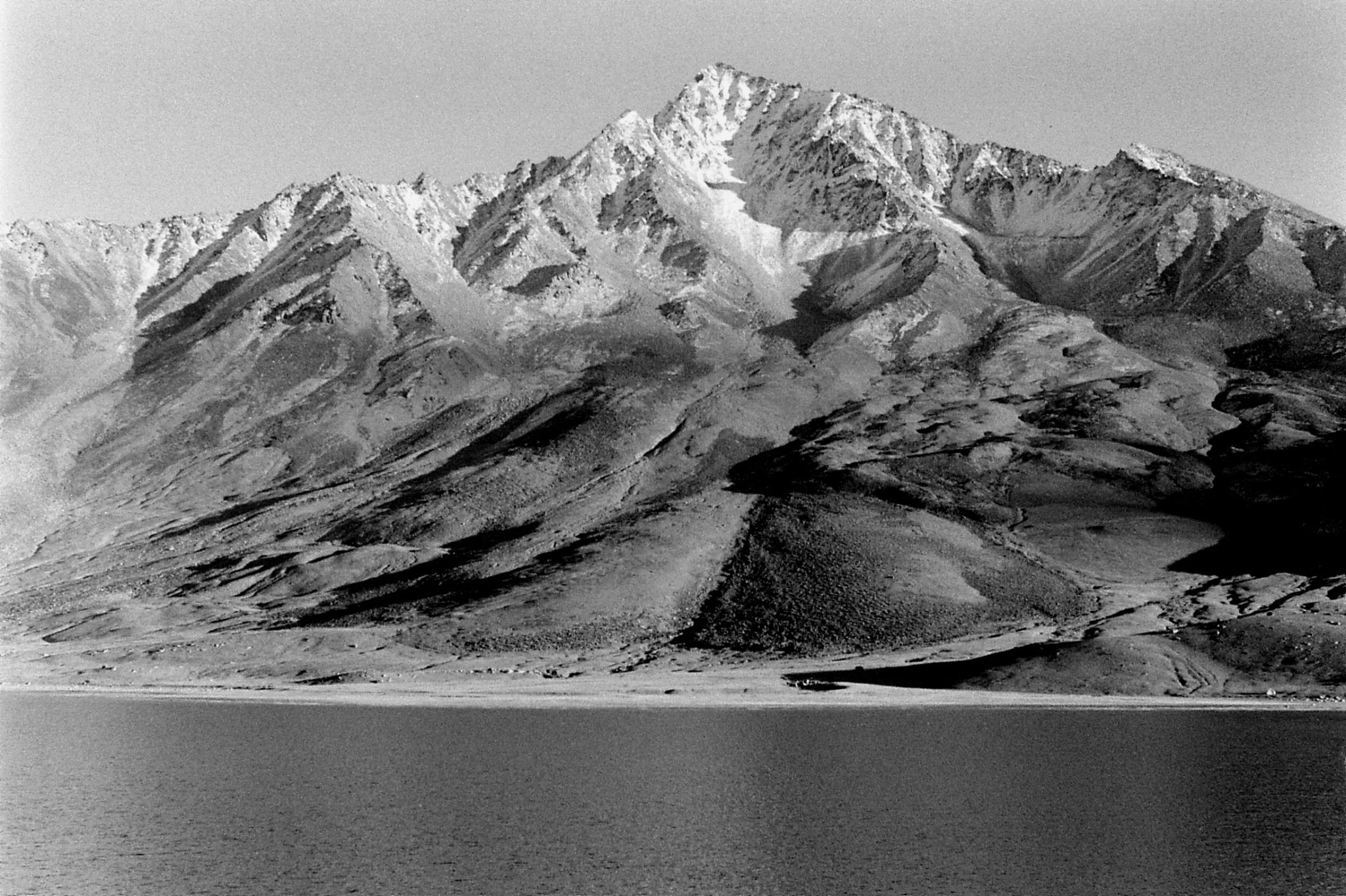 26/10/1989: 11: Shandur Pass, mountains on north side
