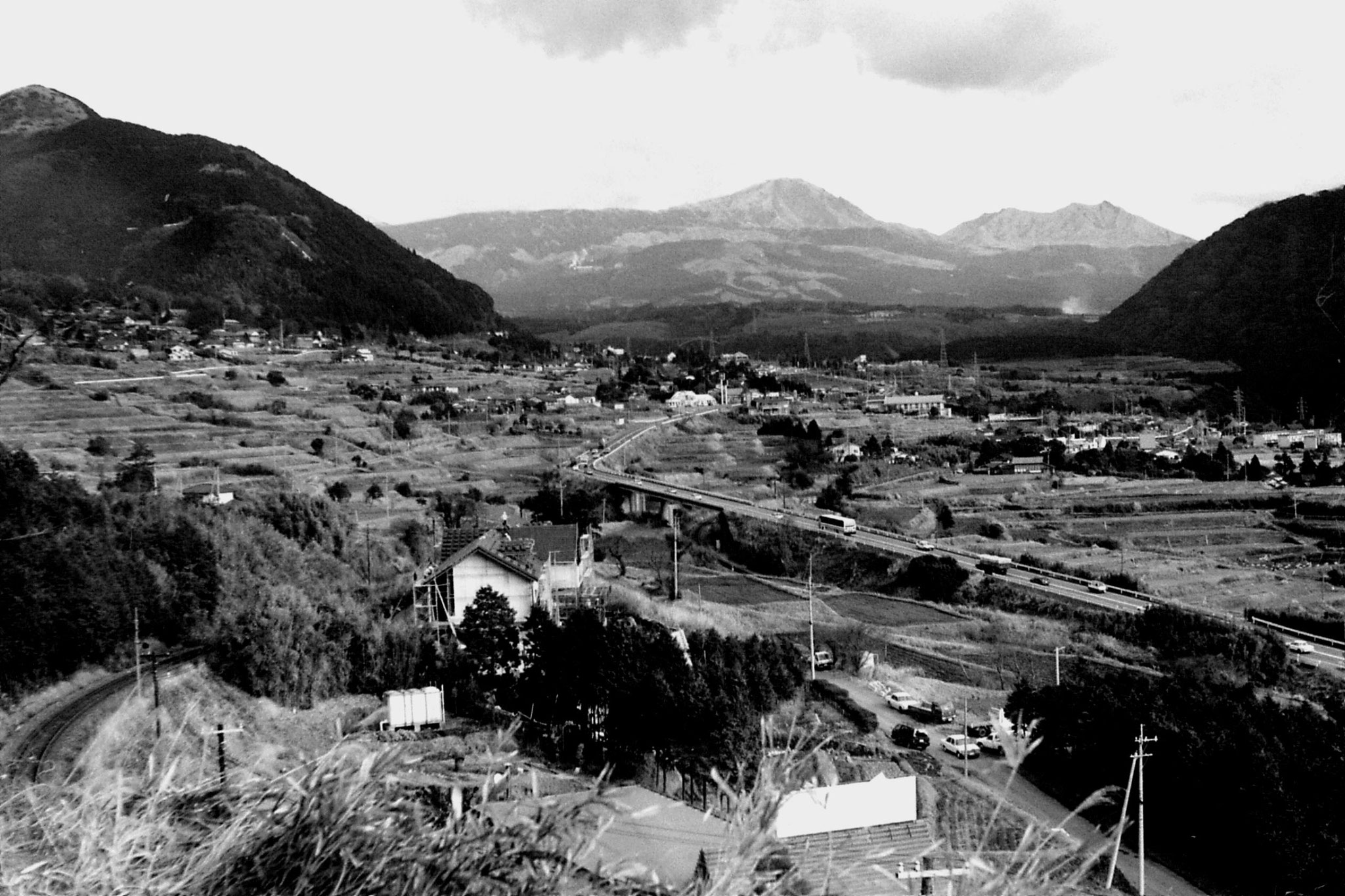 21/1/1989: 8: valley above Tateno station
