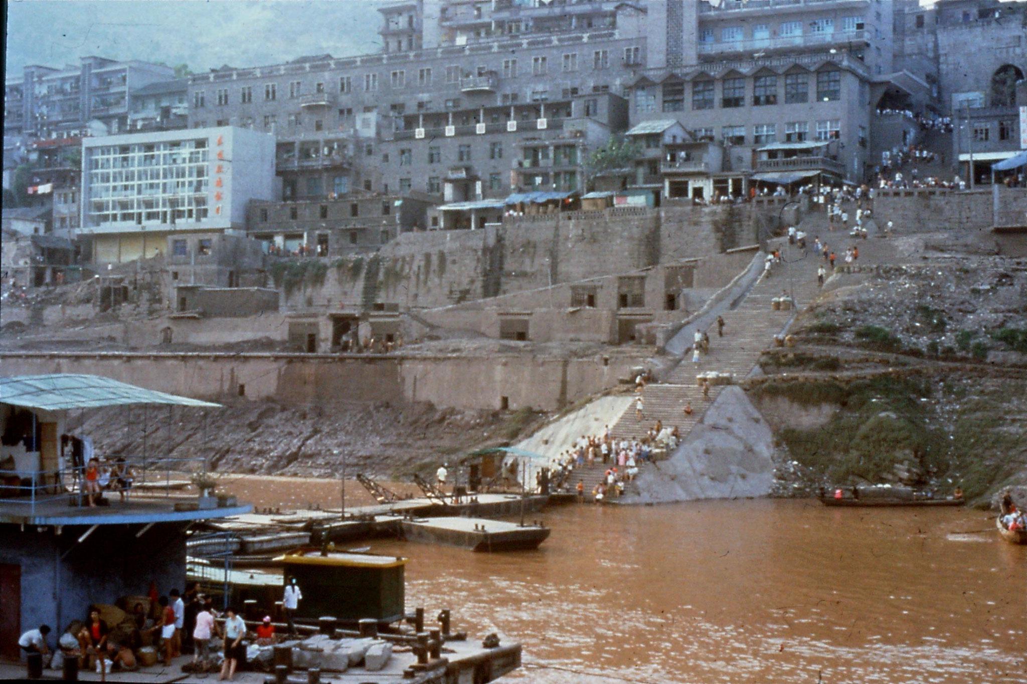 10/8/1989:10: 1900 Fengjie ferry terminal