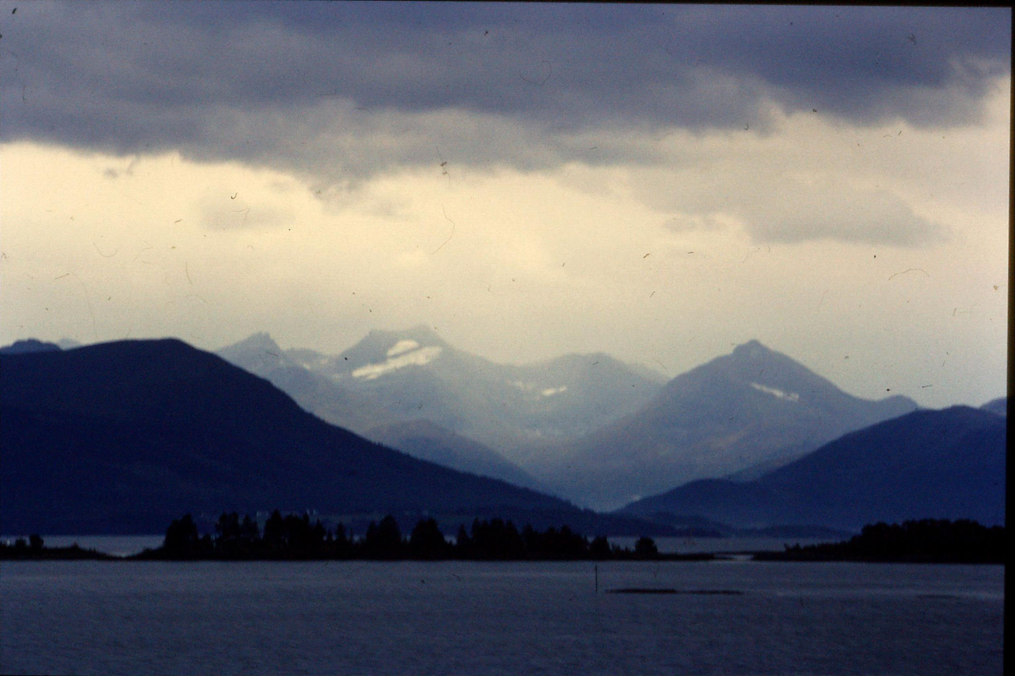 22/9/1988: 16: scenery Molde harbour