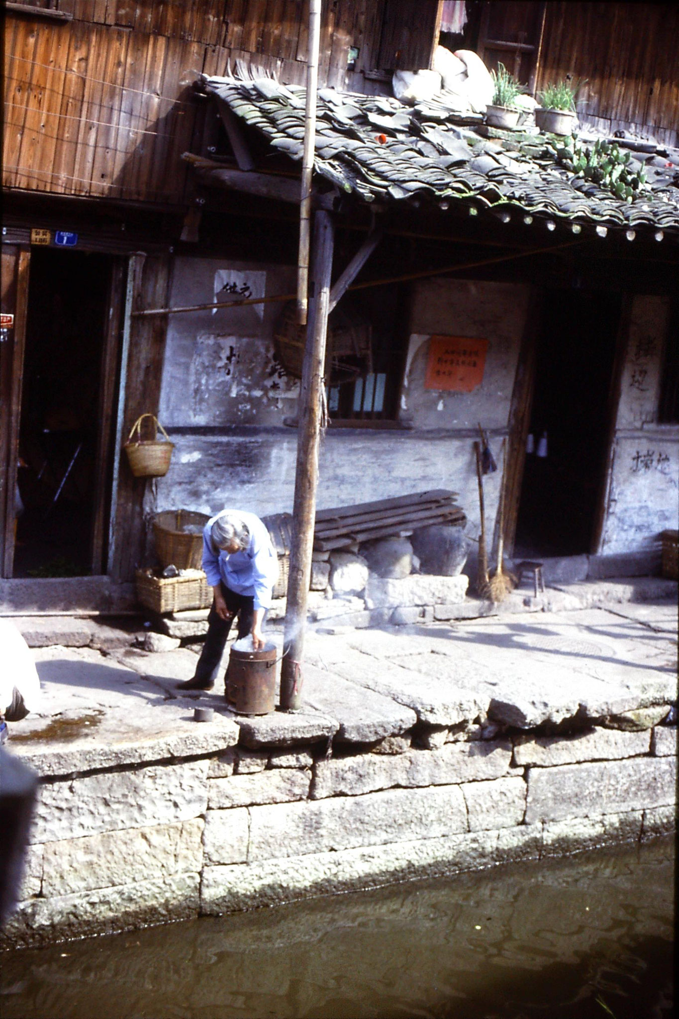 3/6/1989: 0: old woman smoking