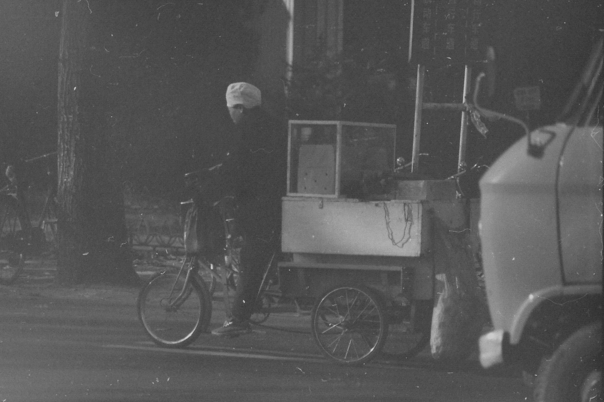 23/11/1988: 6: street scenes outside Friendship Hotel