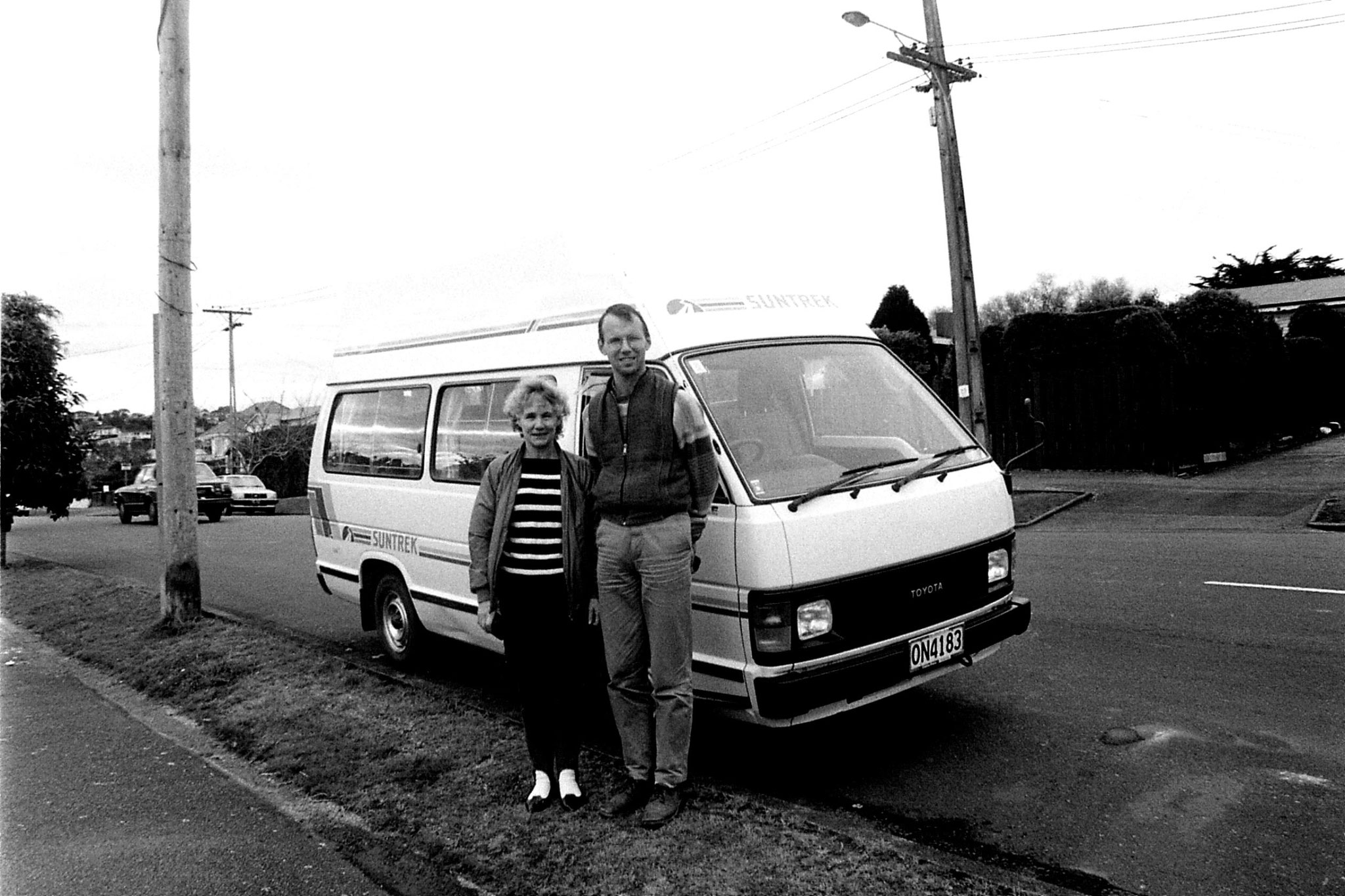 1/9/1990: 18: Auckland, R Elsie and campervan