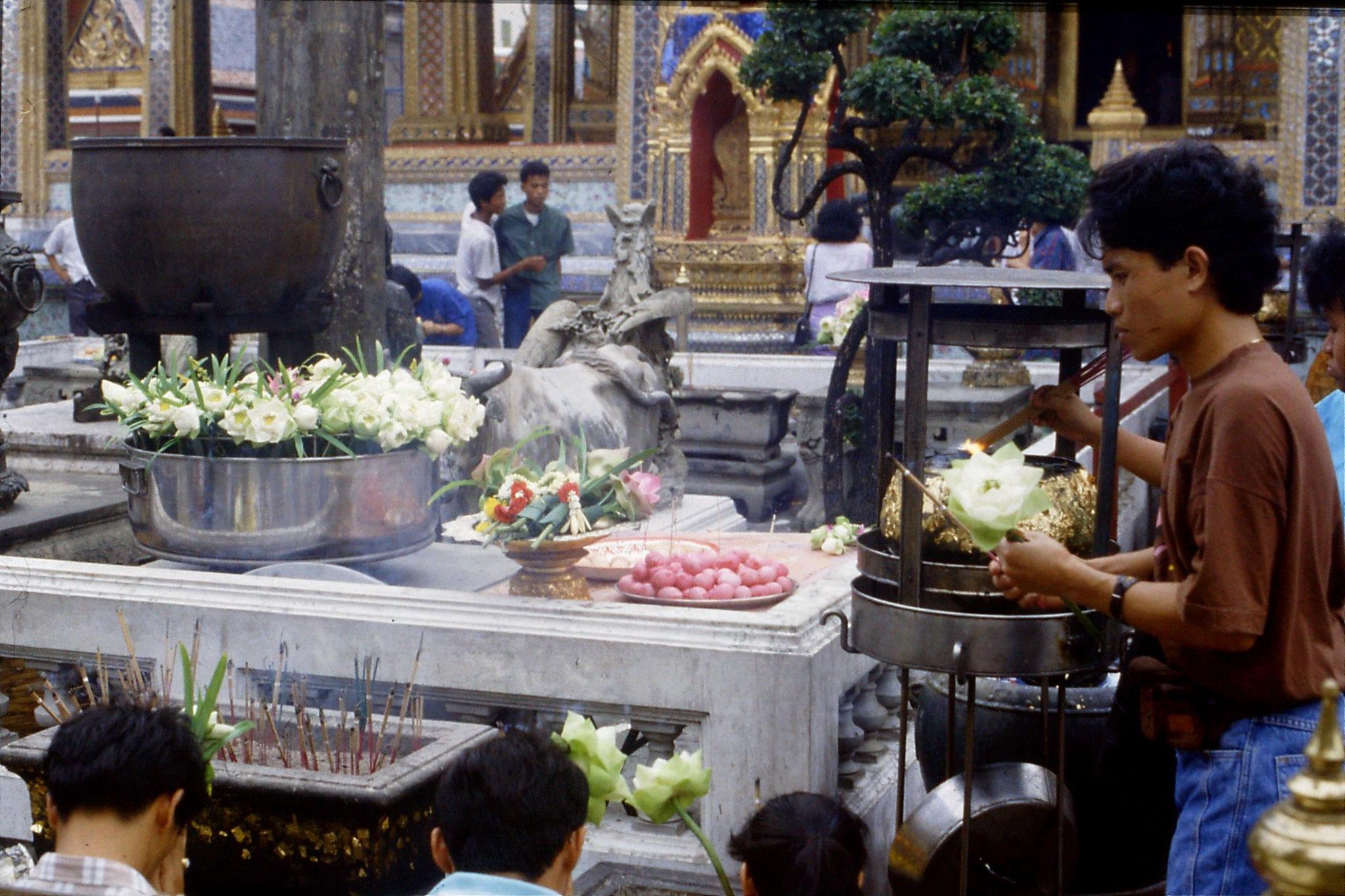 20/5/1990: 5: Bangkok Emerald Buddha temple