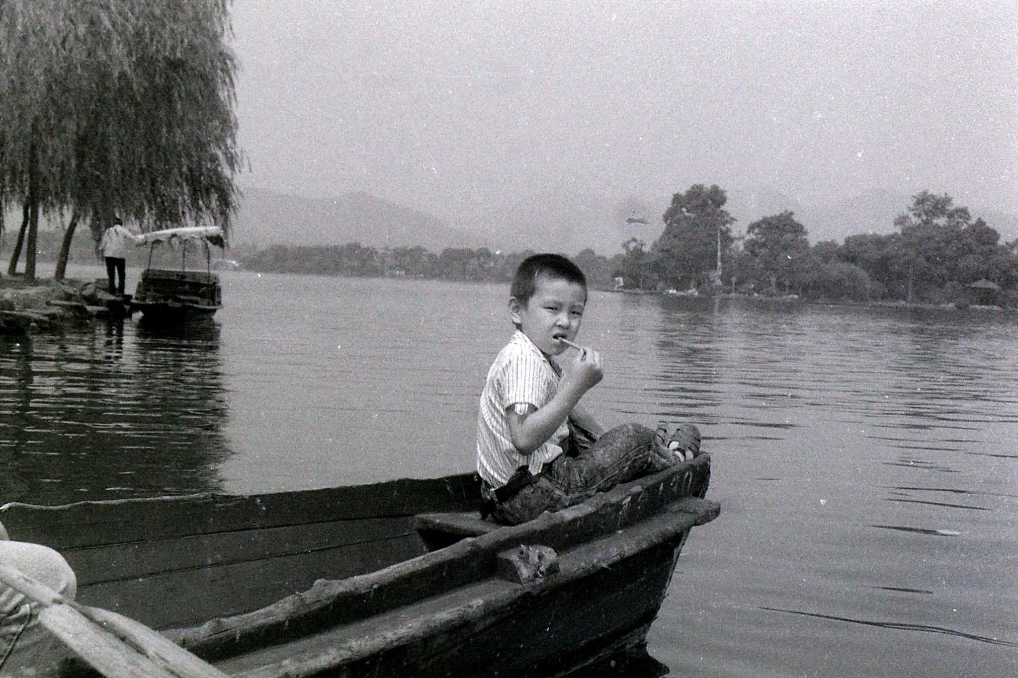 19/6/1989: 33: group visit to West Lake