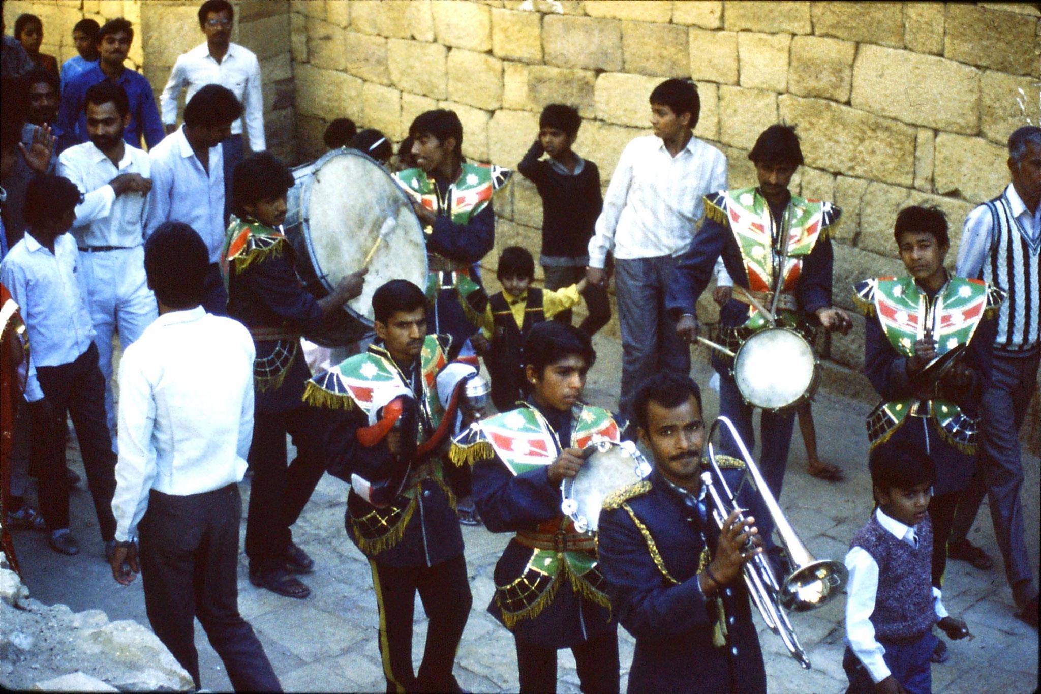 3/12/1989: 2: Jaisalmer wedding procession