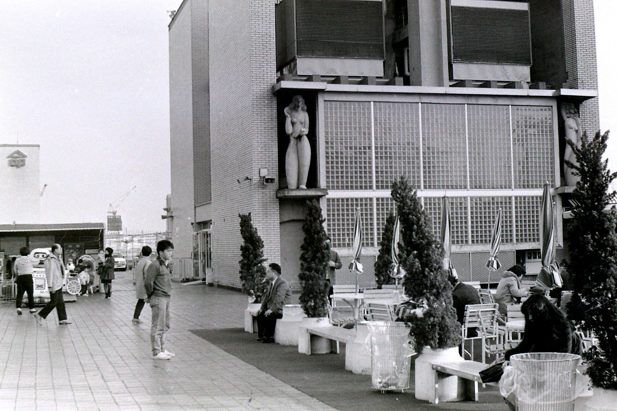 4/2/1989: 13: Takashimaya Department Store