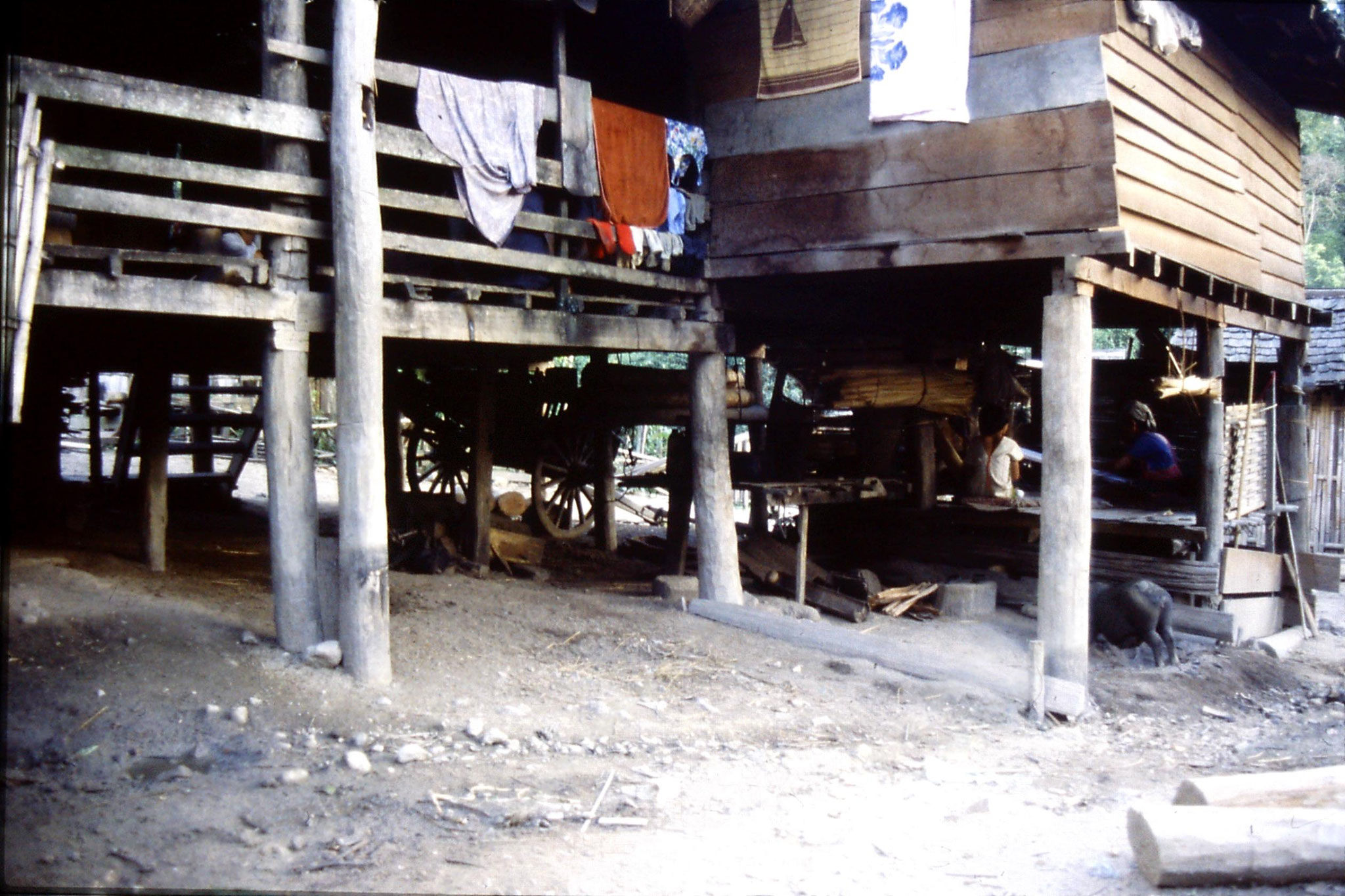 12/6/1990: 35: Trek - Hue Kom Karen village weaving
