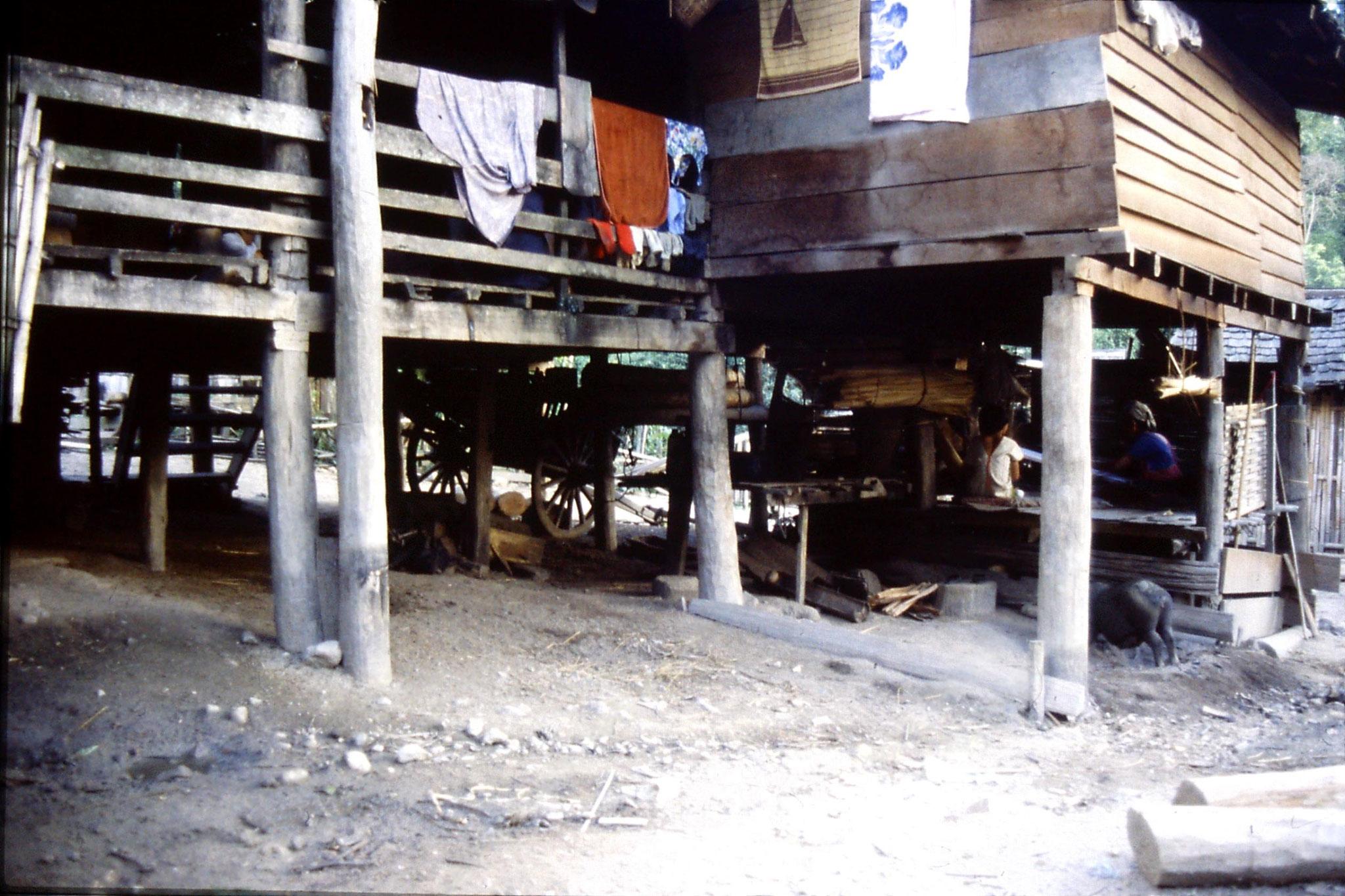12/6/1990: 35: Trek - Hue Kom Karen village weaving