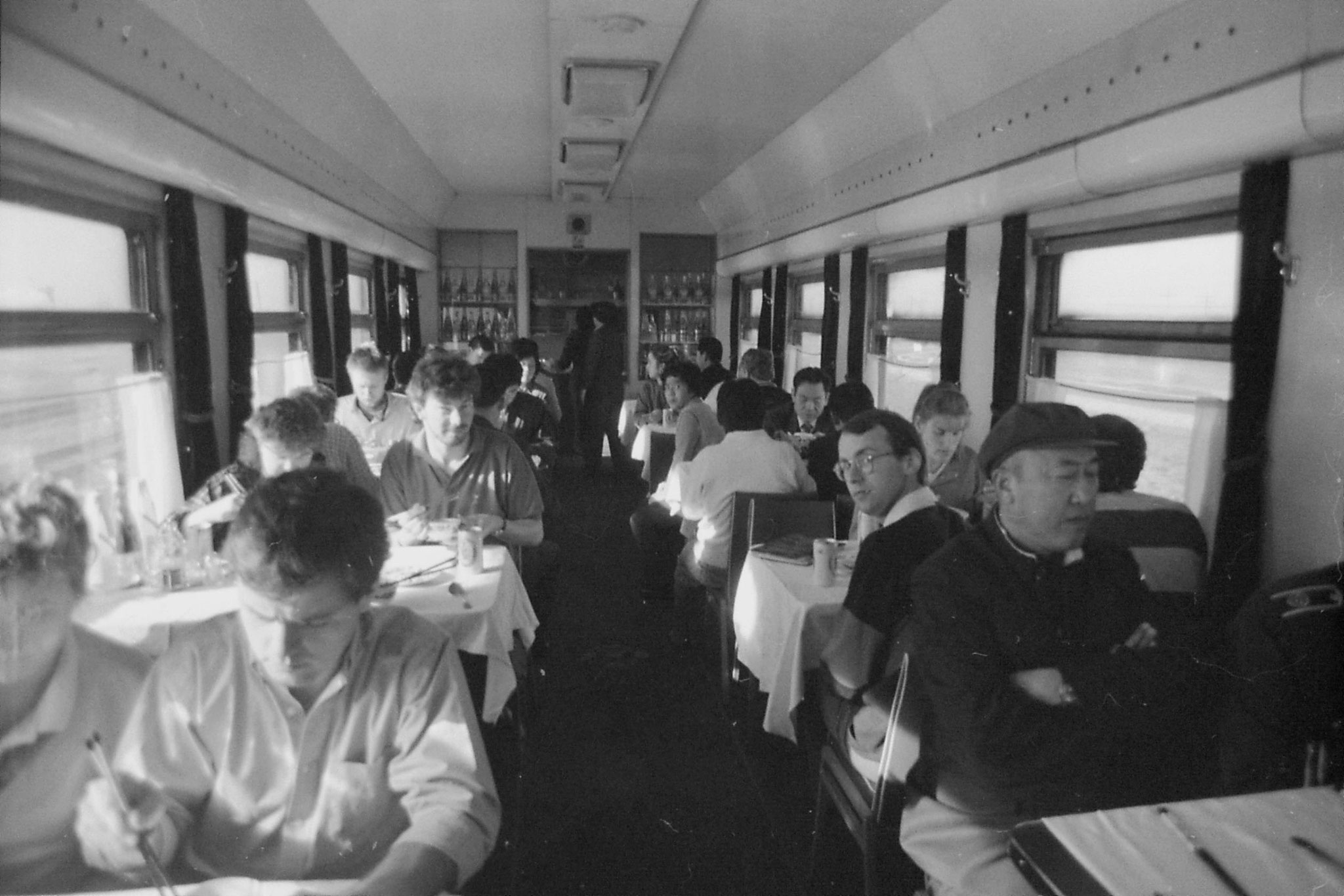 27/10/1988: 21: Chinese dining car