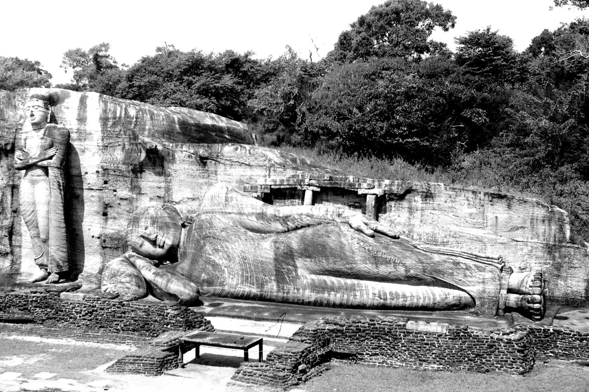 8/2/90: 21: Polonnaruwa GalVihara