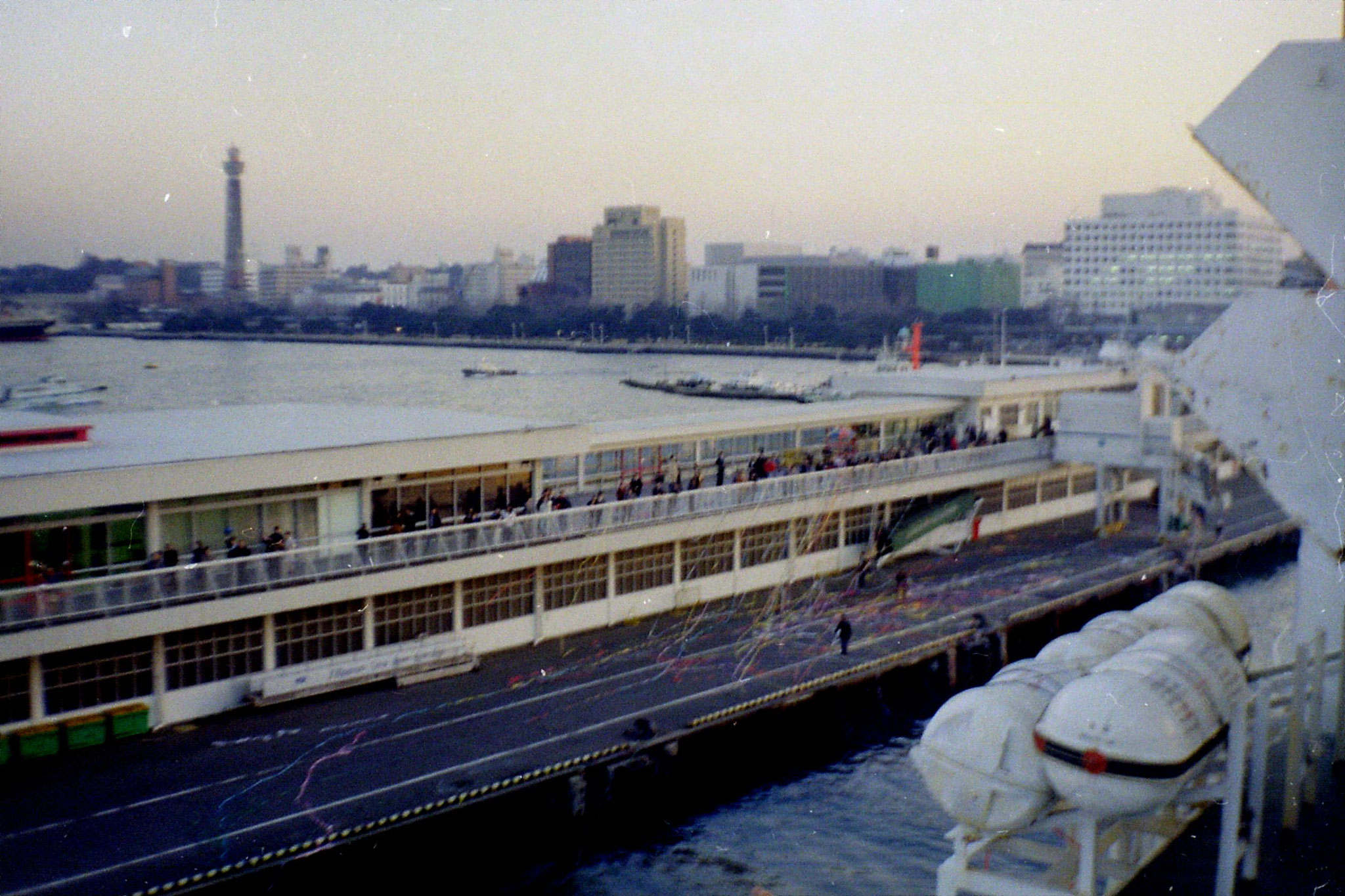 6/2/1989:12:  Yokohama quayside at New Year