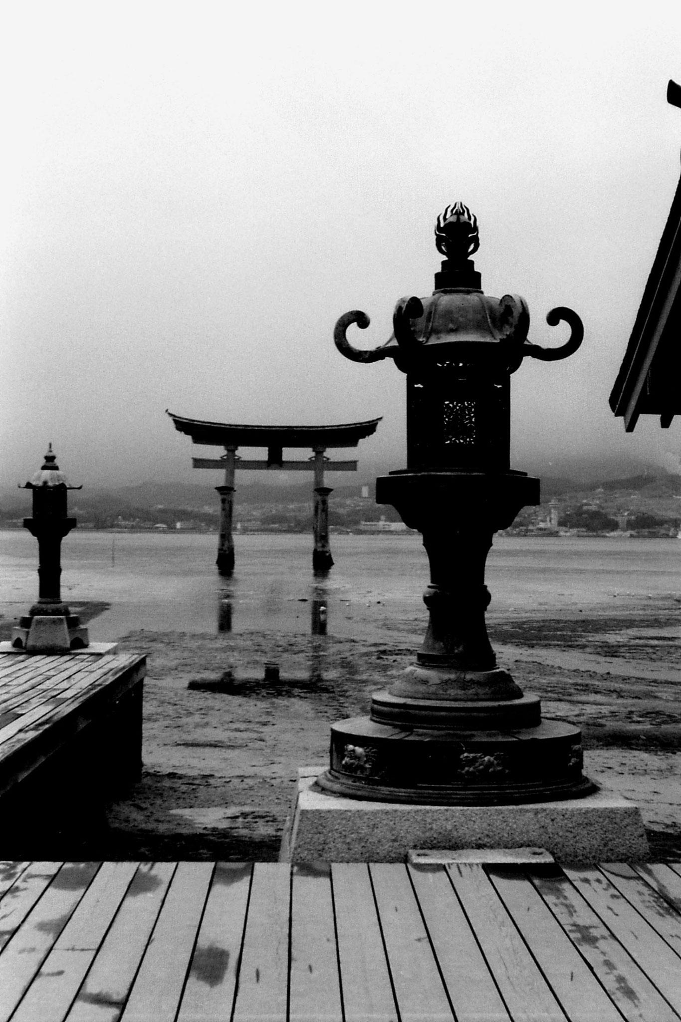 23/1/1989: 32: Miyajima Otorii Gate